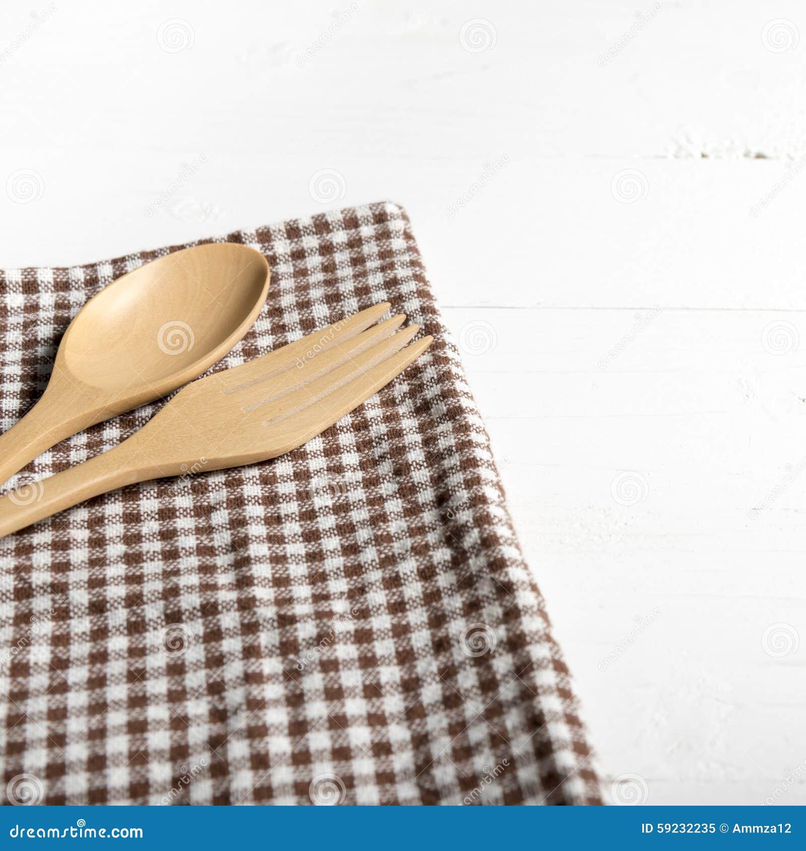 Download Cuchara Y Bifurcación De Madera En La Toalla De Cocina Imagen de archivo - Imagen de blank, tradicional: 59232235