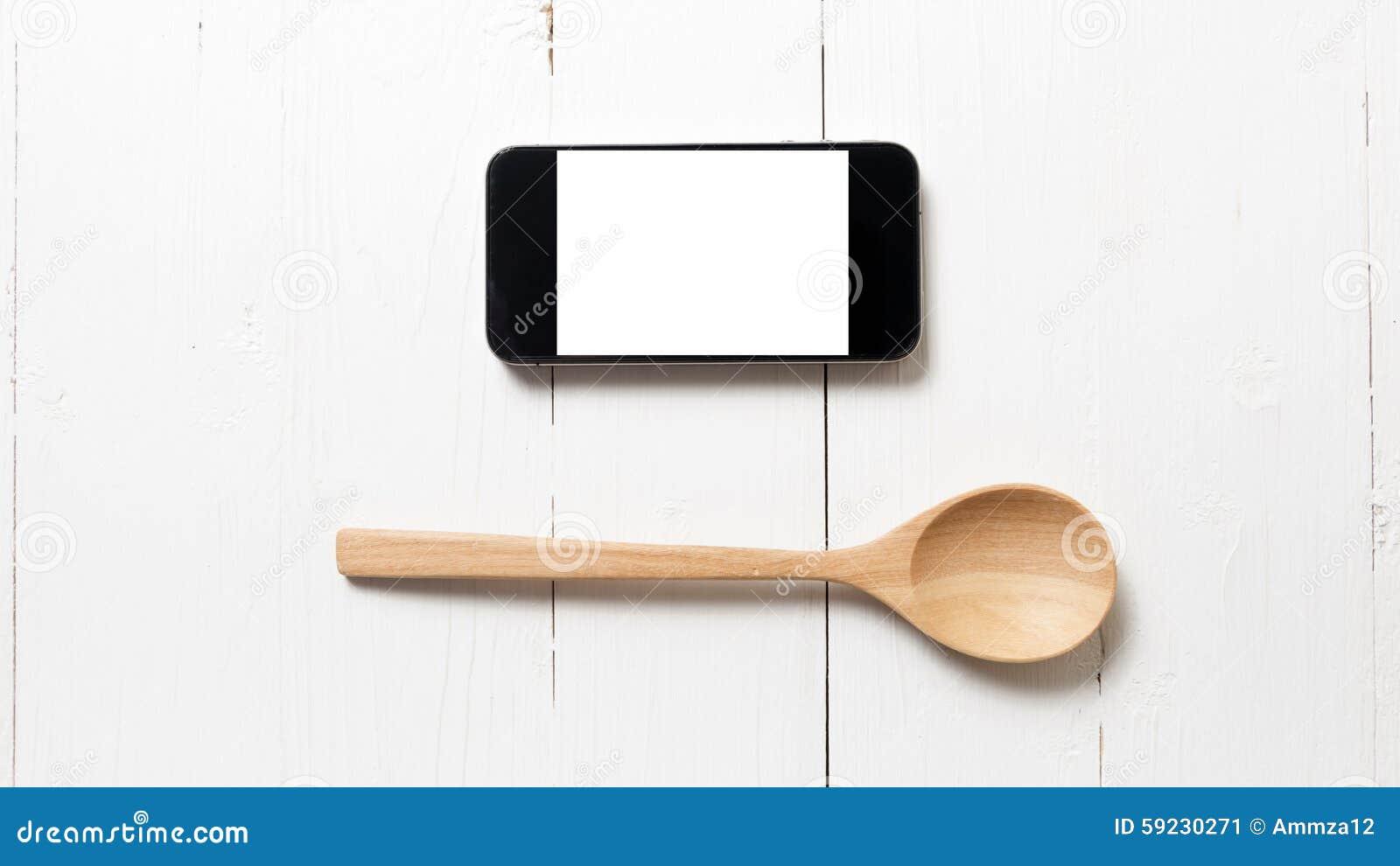 Cuchara y concepto elegante del teléfono que comen al social
