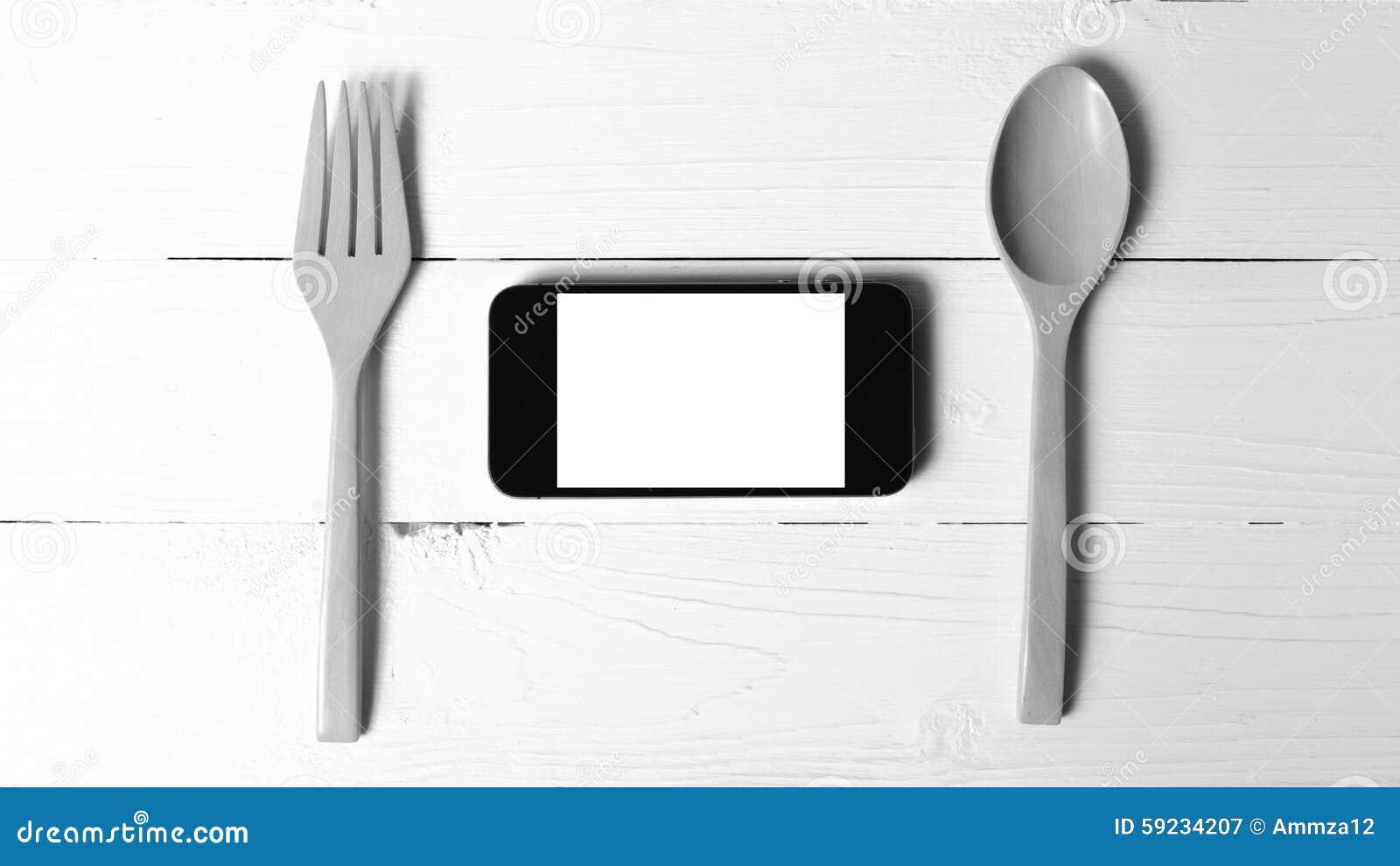 Download Cuchara Y Tono Blanco Y Negro Social Del Teléfono De La Consumición Elegante Del Concepto Imagen de archivo - Imagen de wooden, restaurante: 59234207