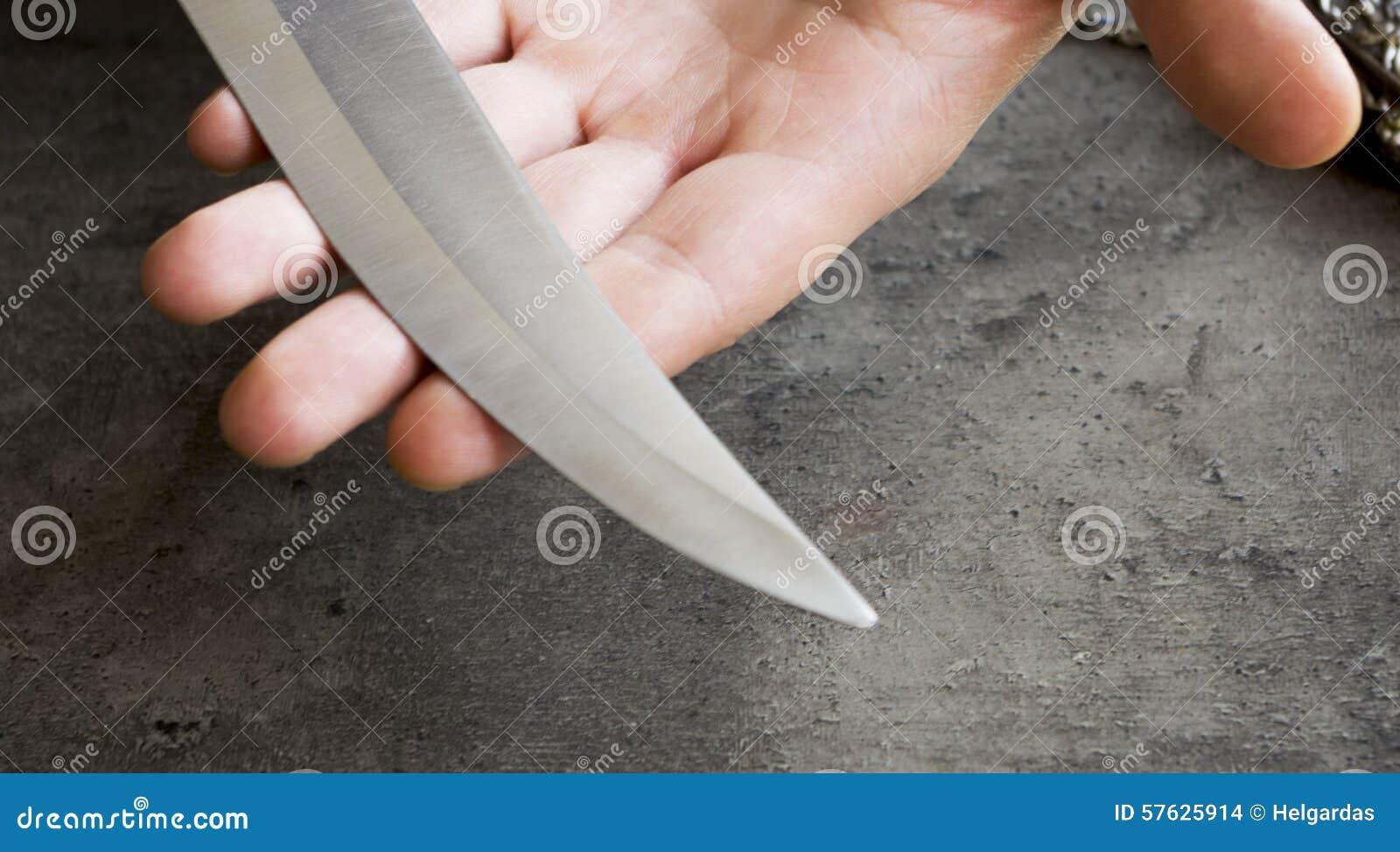 Cuchillo con su cuchilla a disposición