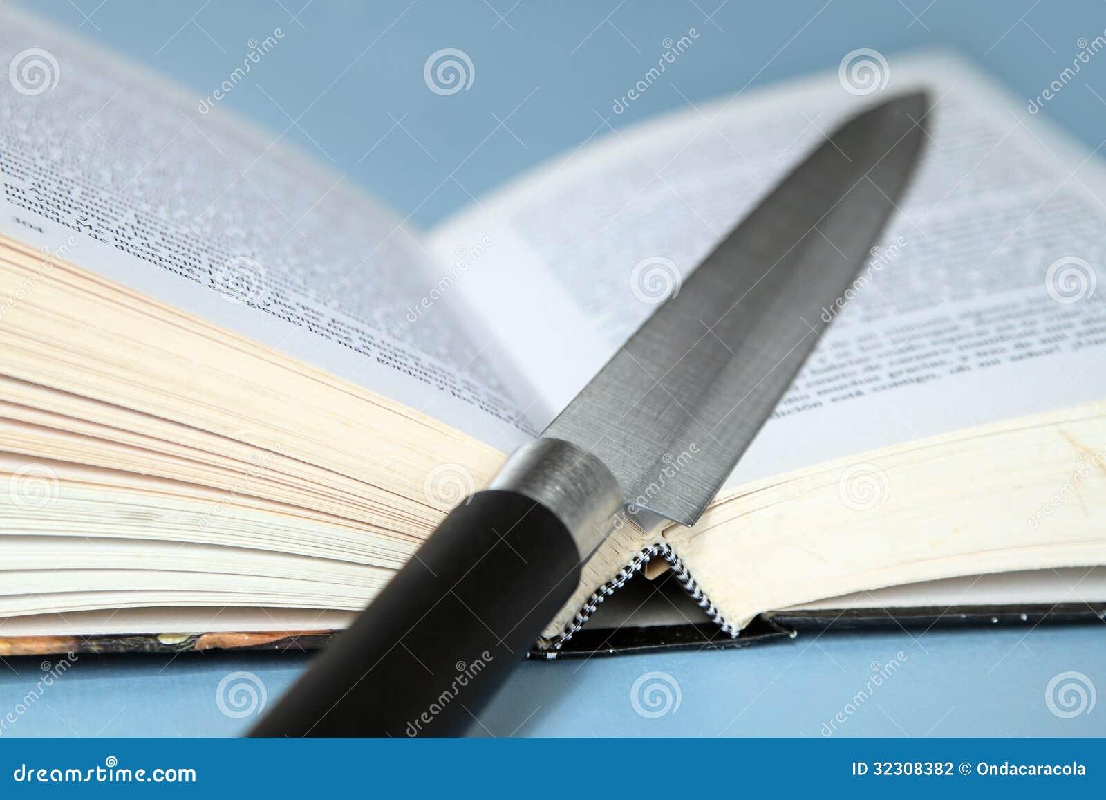 Cuchillo y libro