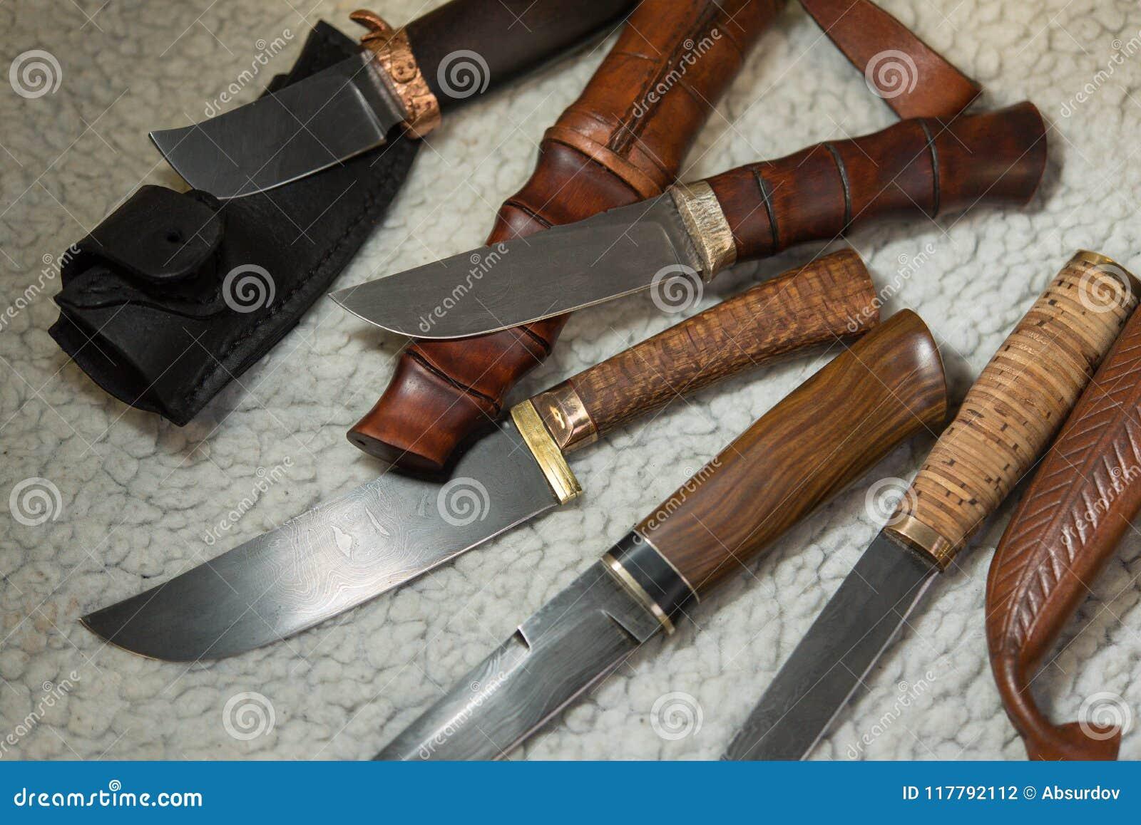 Cuchillos de caza del acero de damasco foto de archivo imagen de individual incisivo 117792112 - Cuchillo de cocina acero damasco ...