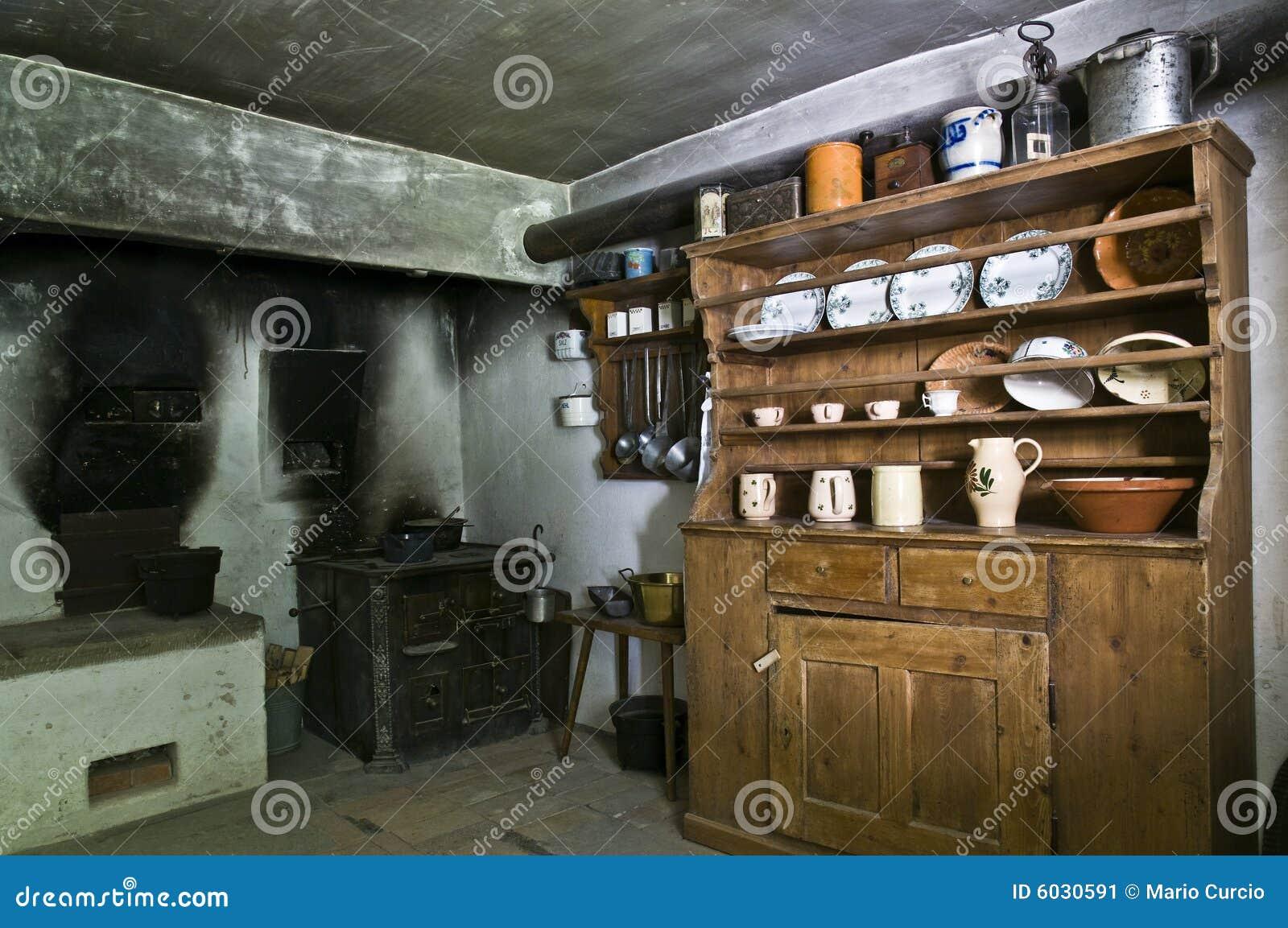 Cucina Antica Immagine Stock Immagine: 6030591 #634A2C 1300 953 Foto Di Case Con Cucina A Vista