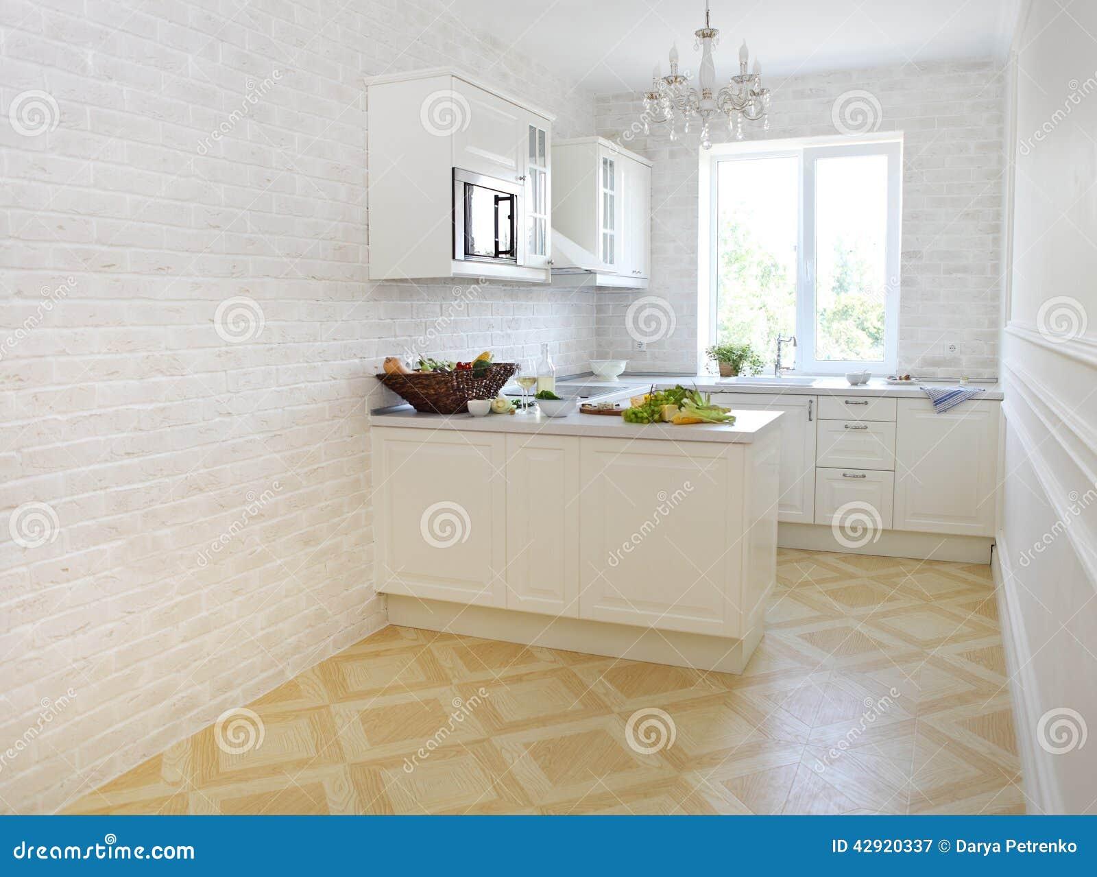 Cucina bianca classica a casa immagine stock immagine di friggere abbondanza 42920337 - Cucina bianca classica ...