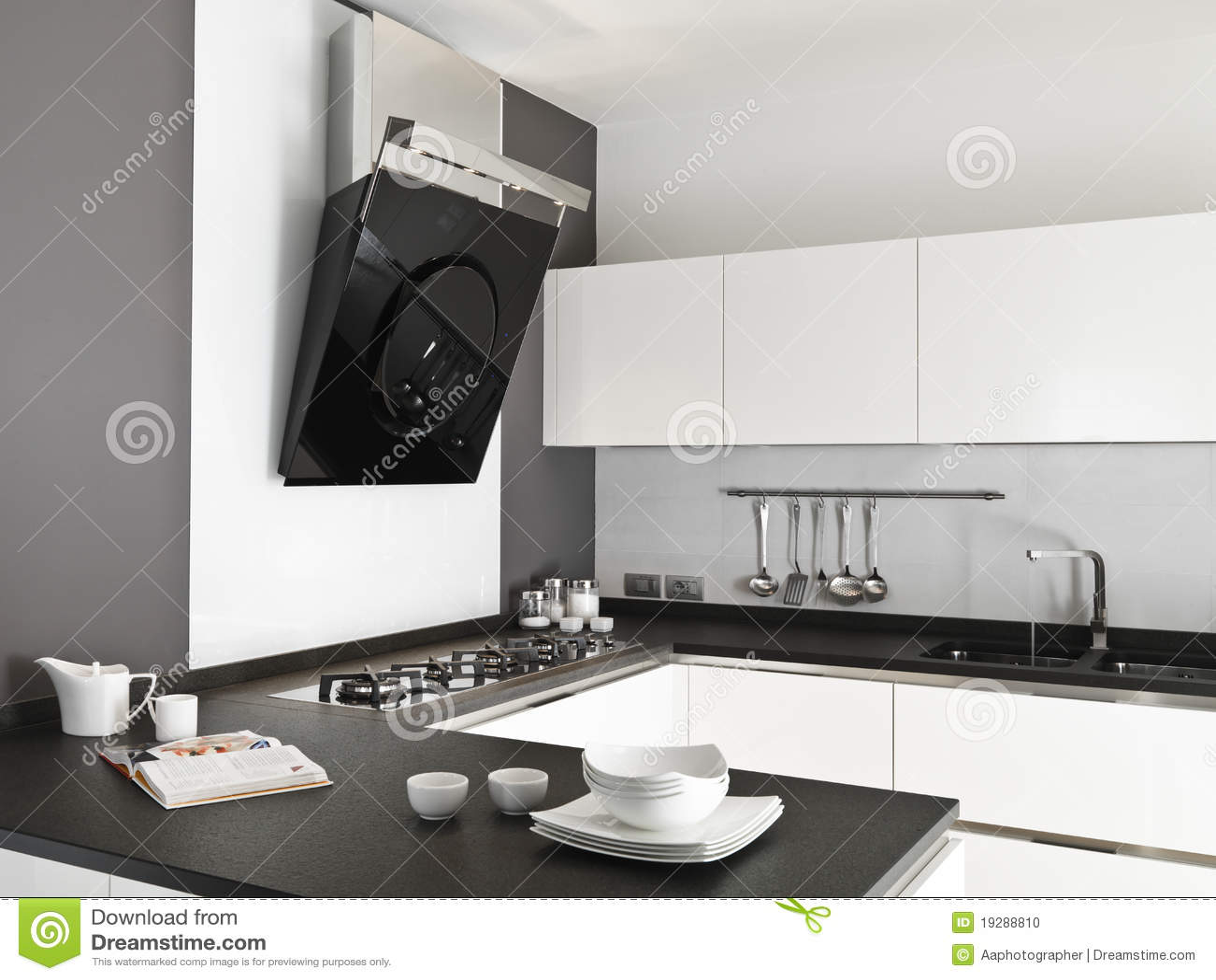 Cucina bianca moderna fotografia stock. Immagine di legno - 19288810