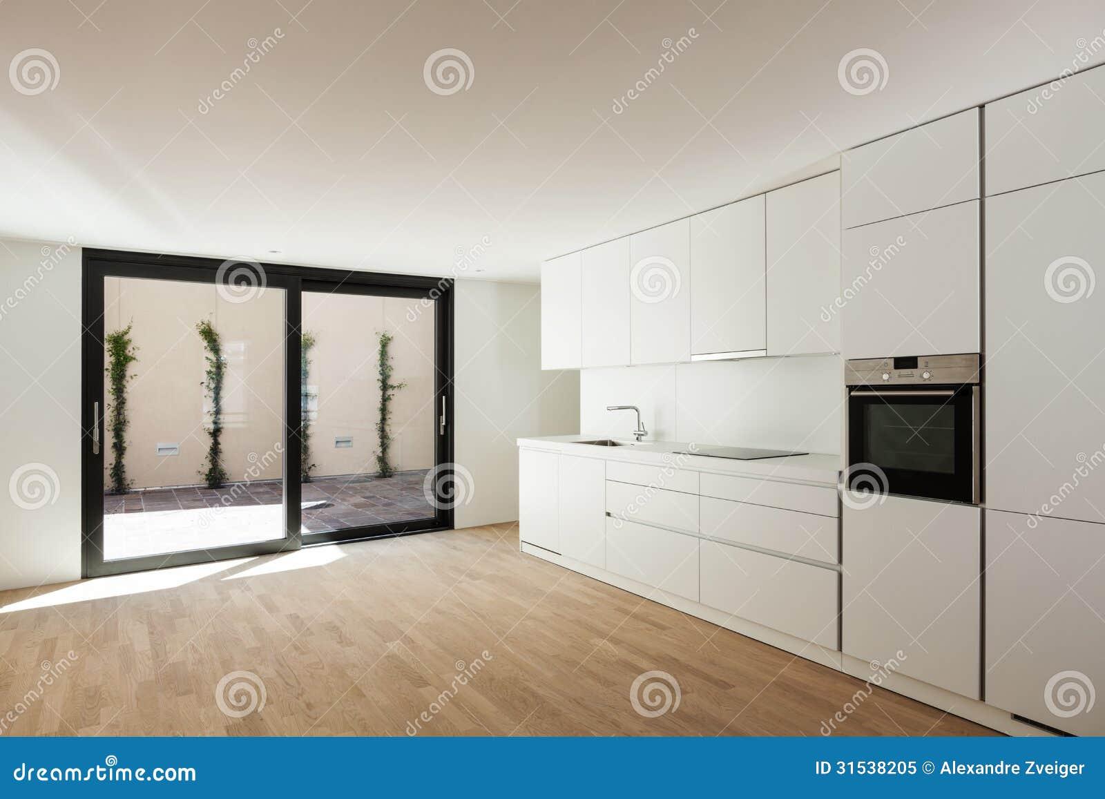 Cucina bianca moderna fotografia stock libera da diritti for Casa moderna bianca
