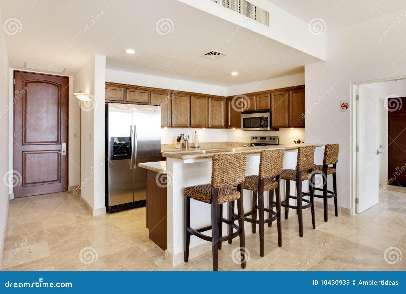 Cucina con il controsoffitto del granito immagine stock - Controsoffitti in cucina ...