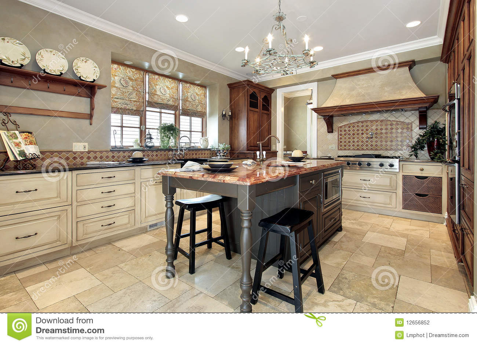 Cucina con l 39 isola del granito fotografia stock immagine - Cucina con l isola ...
