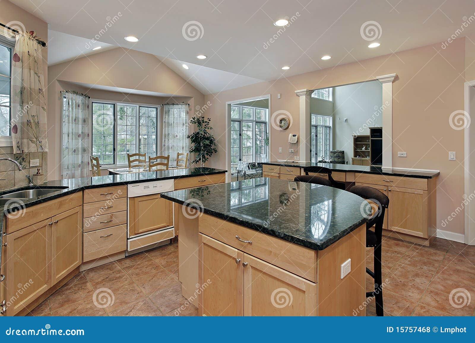 Cucina con l 39 isola superiore di marmo fotografia stock - Cucina con l isola ...