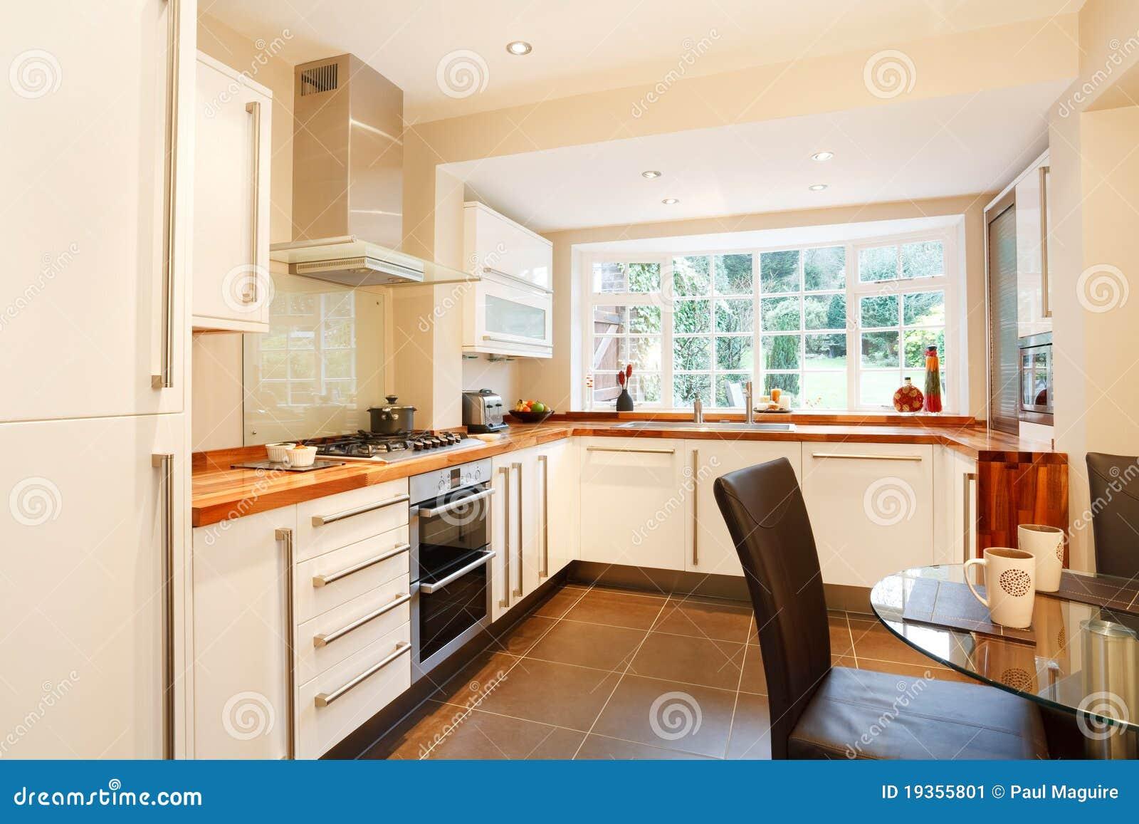 Cucina contemporanea immagine stock immagine di cottura for Cucina contemporanea prezzi