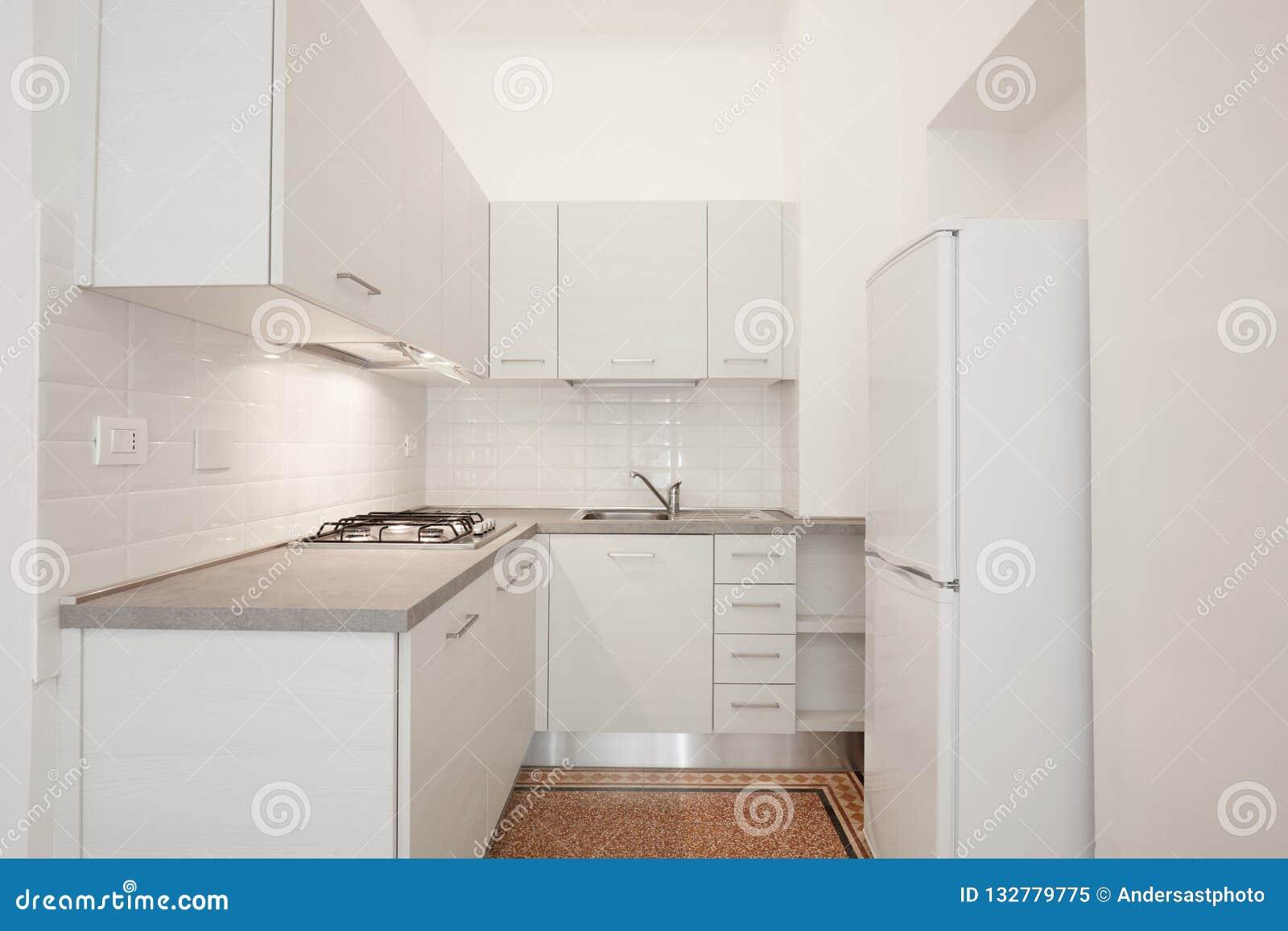 Pietra Da Interni Grigia : Cucina di legno bianca con la cima di pietra grigia in