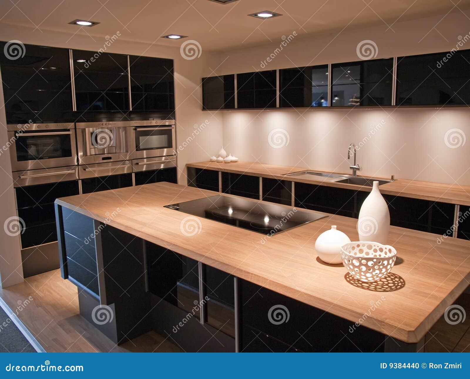 Cucina Di Legno Del Nero D Avanguardia Moderno Di Disegno Fotografia