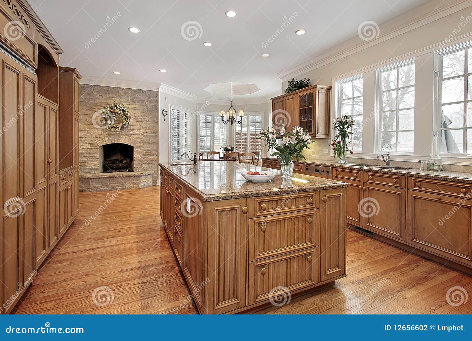 Cucina di lusso con il camino fotografia stock immagine - Cucina di lusso ...
