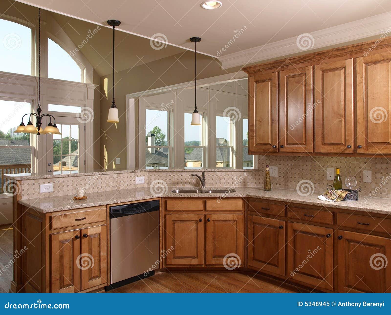 Cucina di lusso dell 39 acero della casa di modello con la for Modello di casa