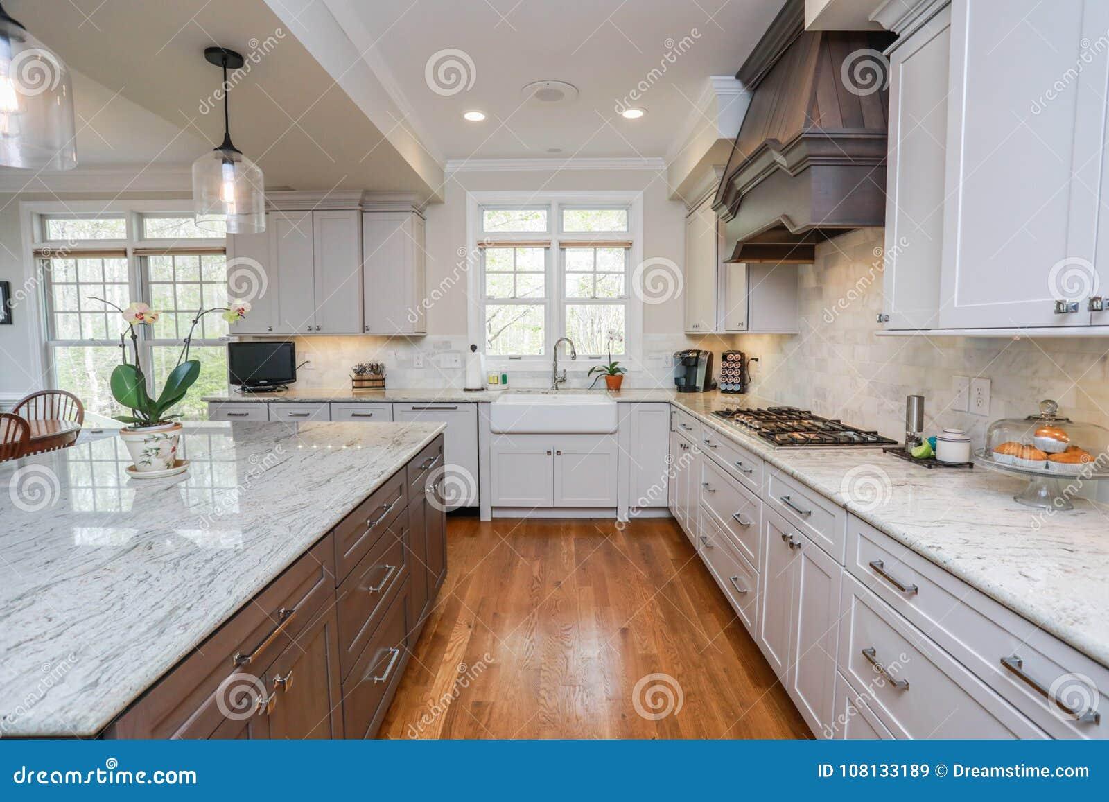 Cucina di qualità superiore immagine stock immagine di legno