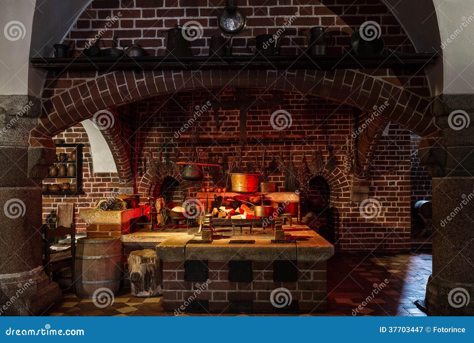 Eccezionale Cucina di vecchio stile immagine stock. Immagine di antique - 37703447 QA02