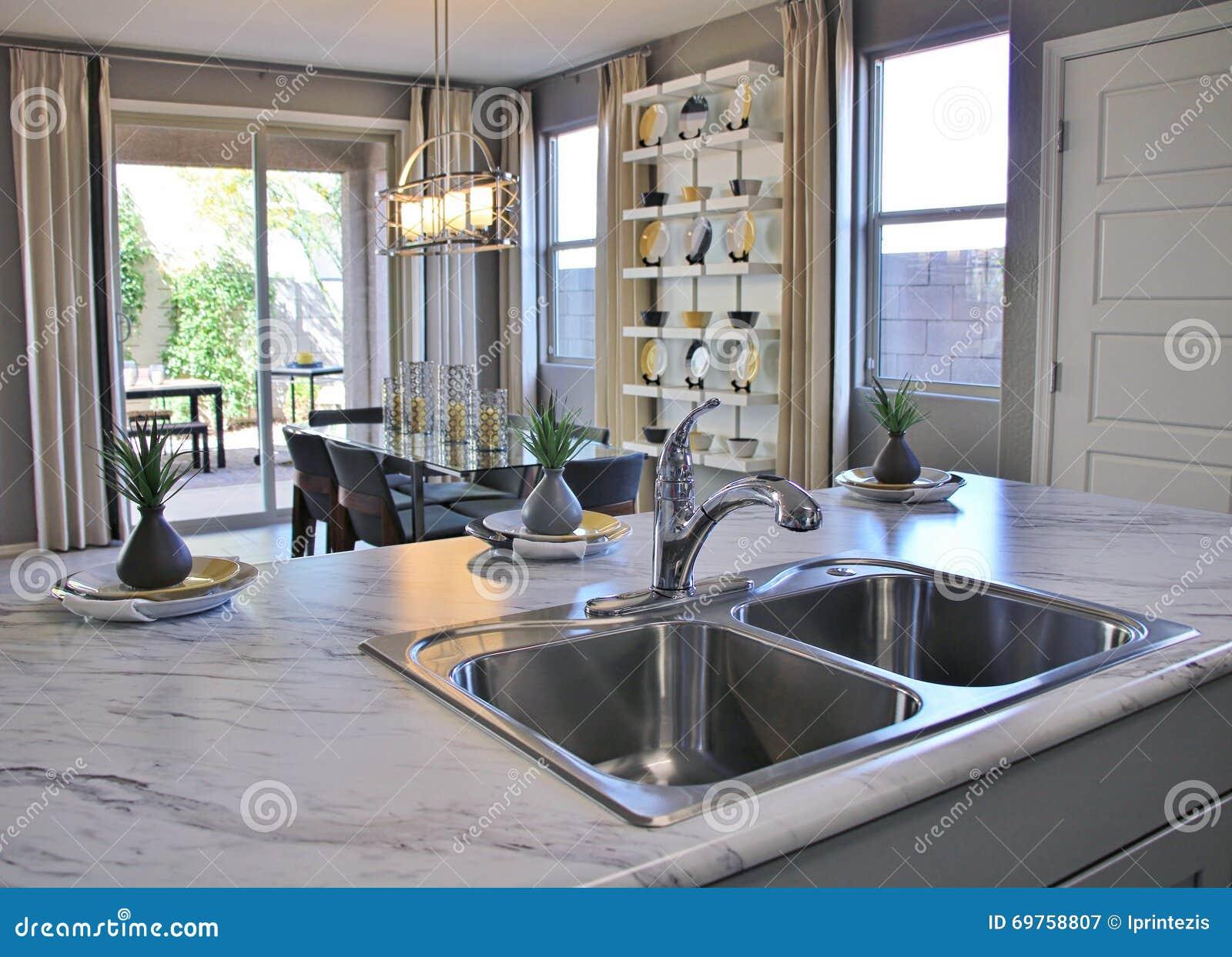 Cucina E Sala Da Pranzo Moderne Immagine Stock - Immagine di ...