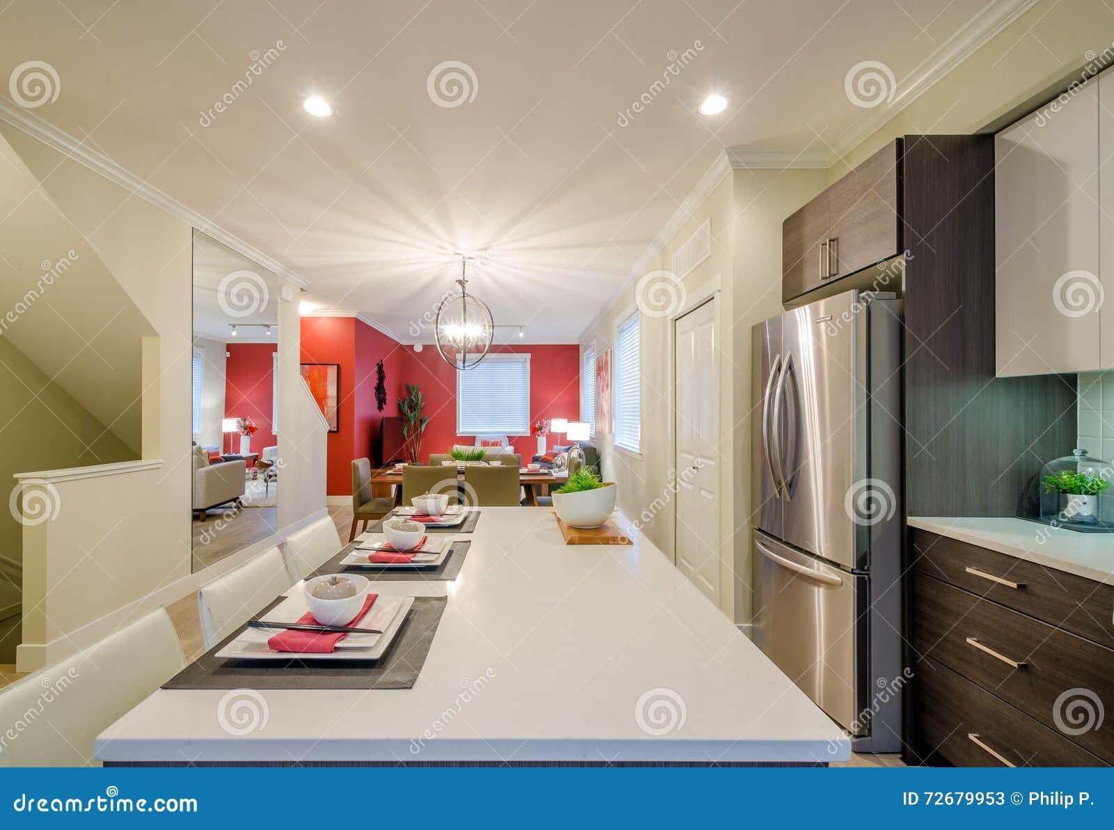Cucina e sala da pranzo moderne immagine stock immagine 72679953 - Sala da pranzo moderne ...