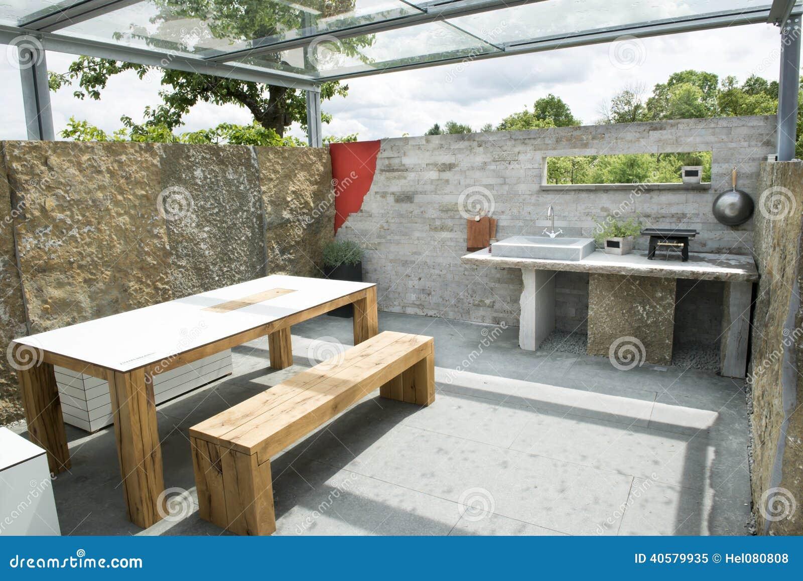 Cucina esterna immagine stock immagine di terrazzo sgabelli 40579935 - Cucina esterna in muratura con barbecue ...