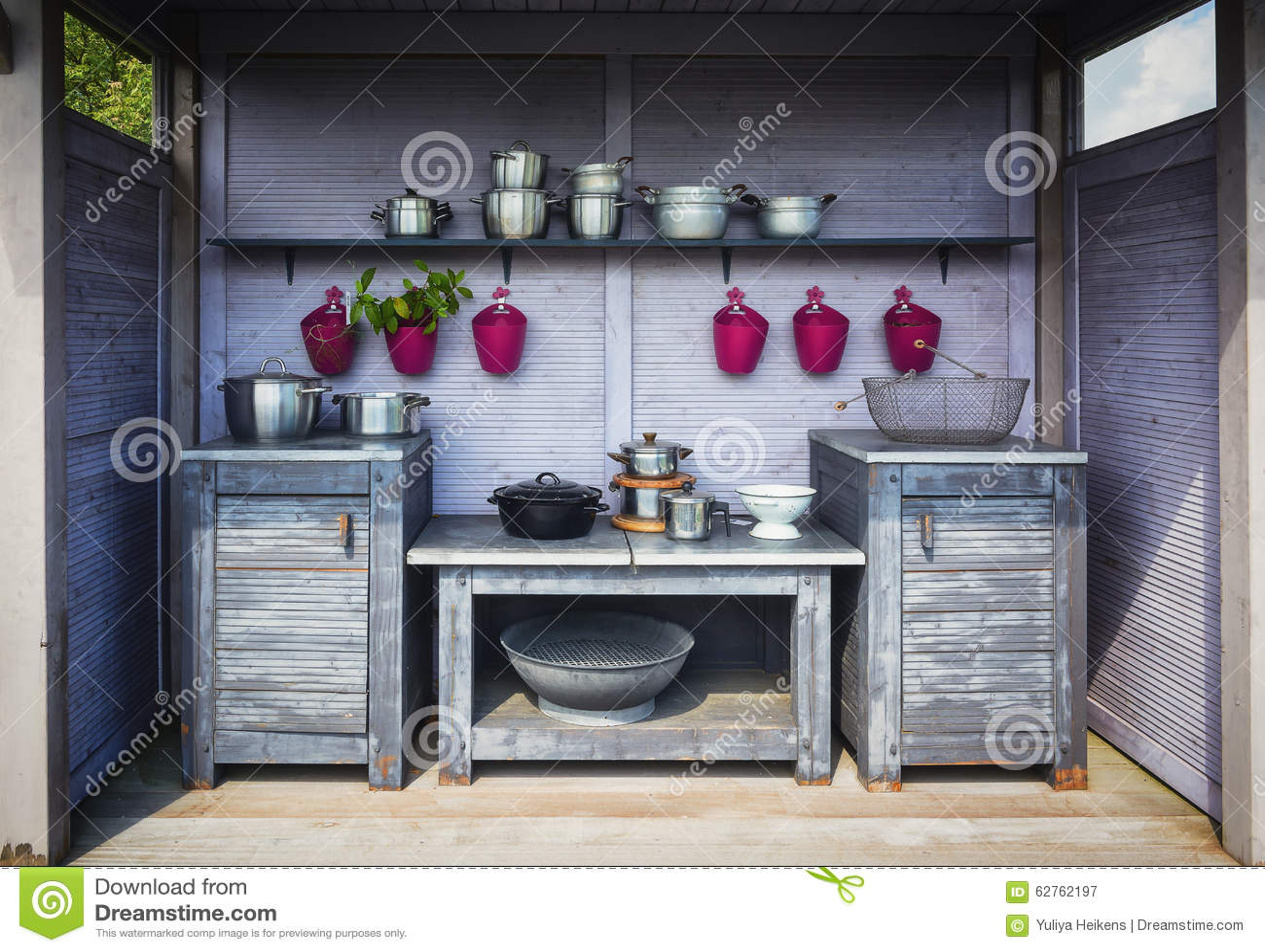 Cucina esterna immagine stock immagine di colonne umore - Cucina muratura esterna ...