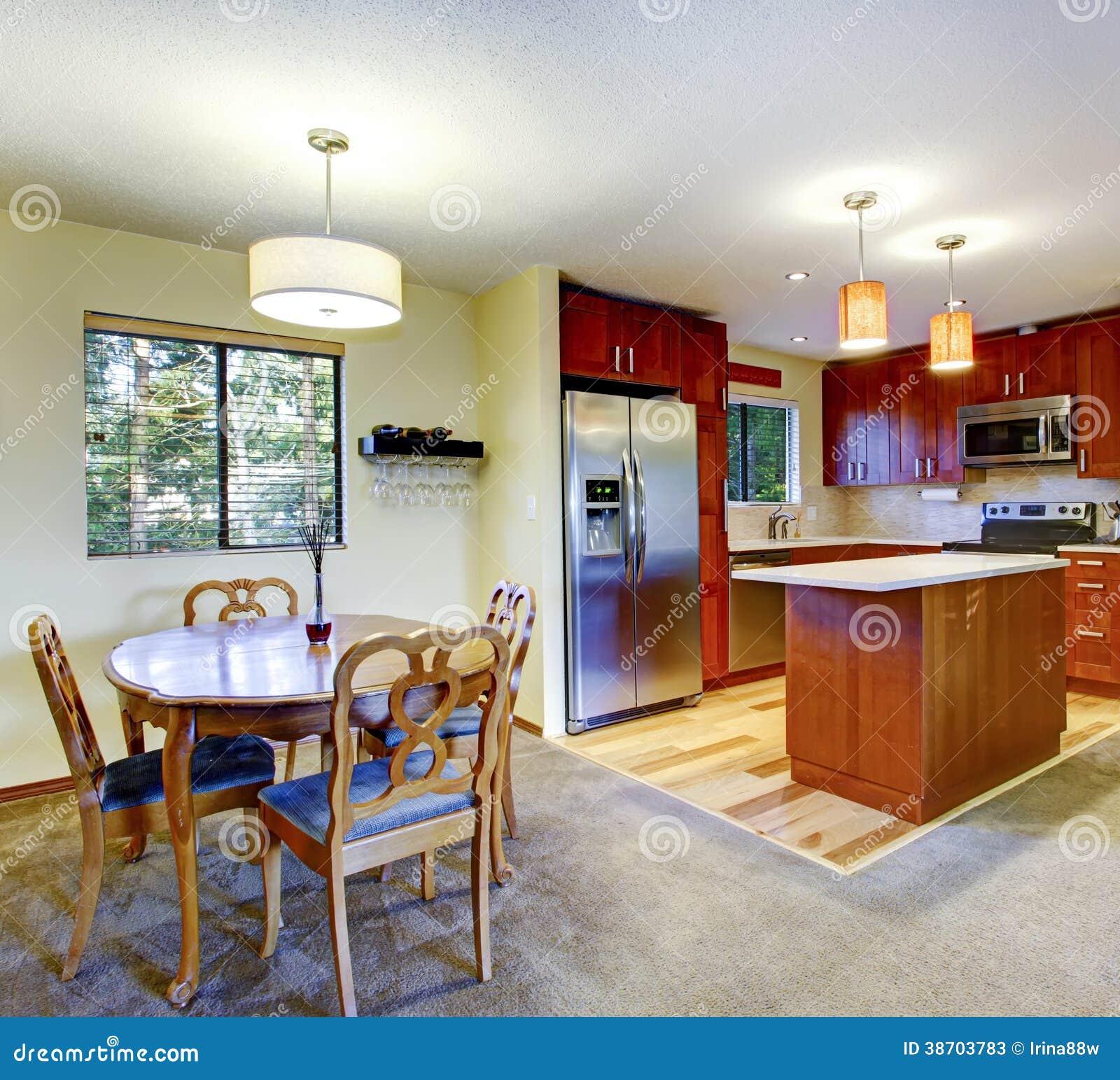 Pareti Cucina Giallo: Della cucina su mobiletti di armadi e cucine.