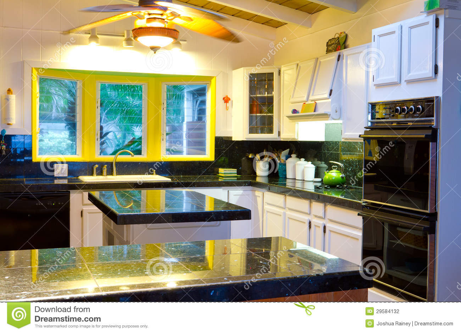 Cucina Bianca E Nera cucina hawaiana nel bianco fotografia stock. immagine di
