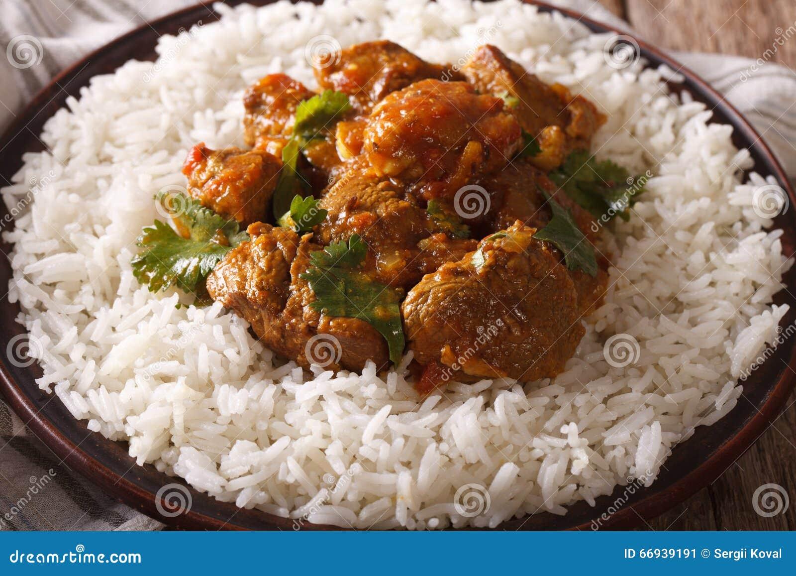 Cucina Indiana: Manzo Madras Con Il Primo Piano Del Riso Basmati ...