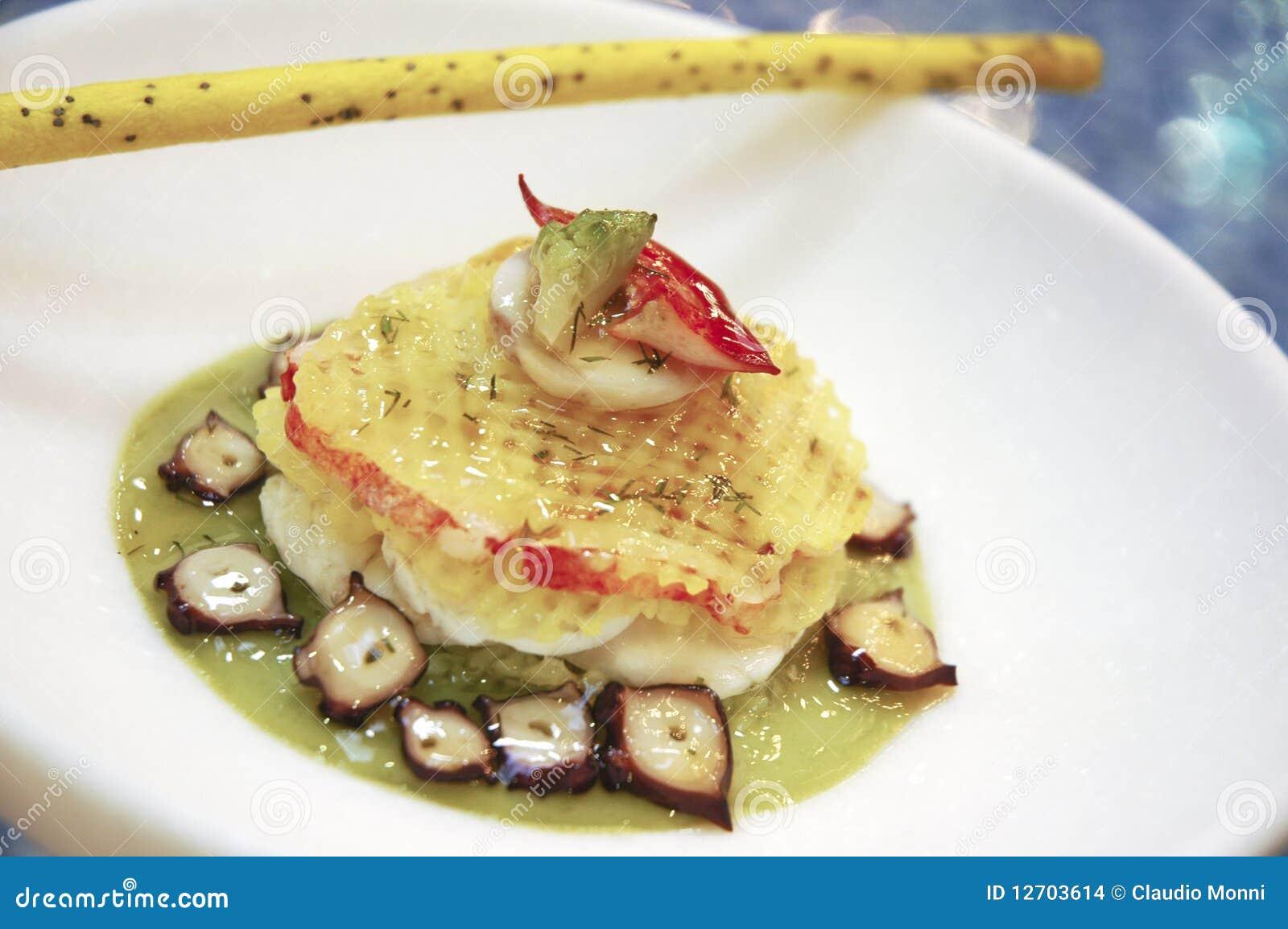Cucina Italiana In Un Piatto Decorato. #9F2F2C 1300 954 Immagini Di Cucina E Soggiorno Insieme