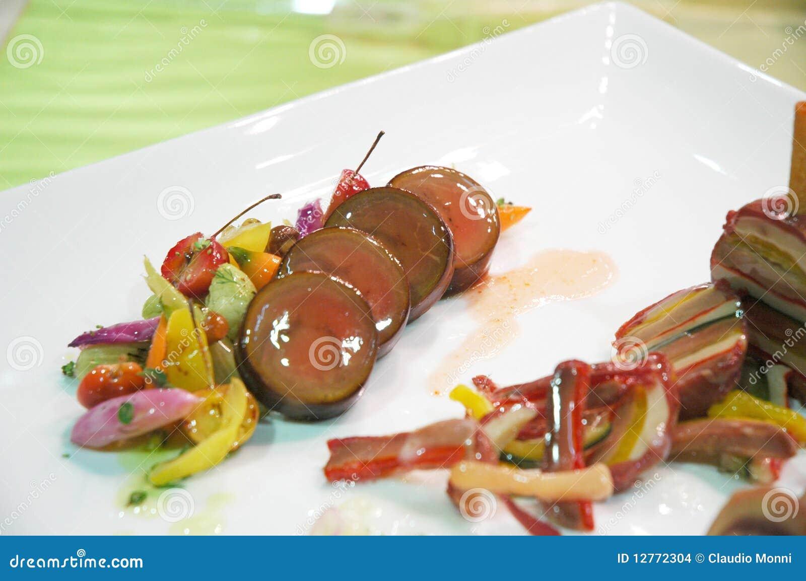 Cucina Italiana In Un Piatto Decorato. #AA3D21 1300 954 Immagini Di Cucina E Soggiorno Insieme