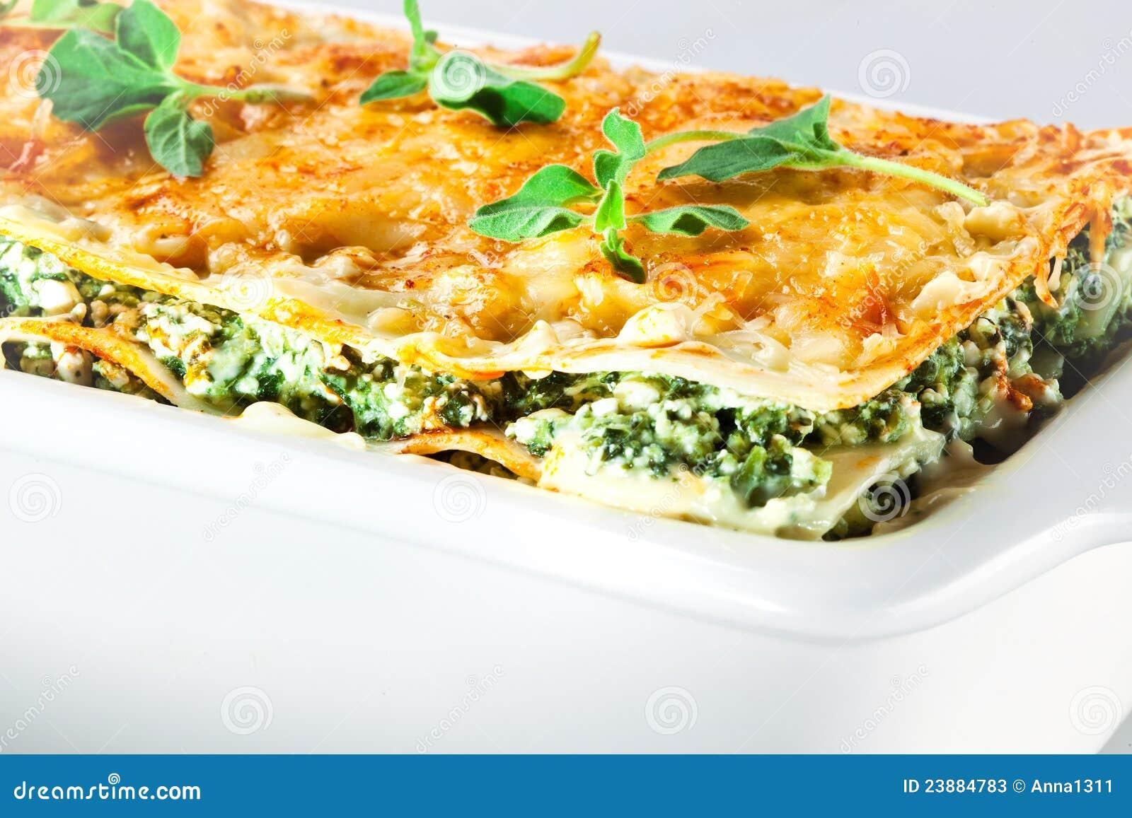 Cucina Italiana. Lasagna Degli Spinaci Con Basilico. Macro Fotografie  #C08D0B 1300 957 Immagini Di Cucina E Soggiorno Insieme