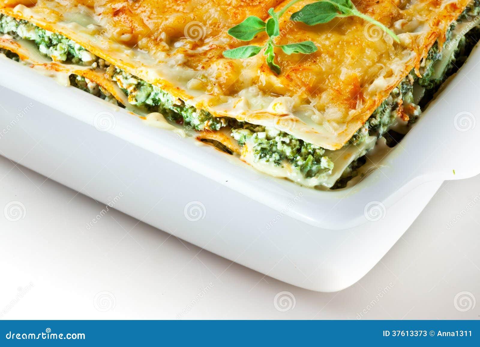 Cucina Italiana. Lasagne Al Forno Degli Spinaci Con Basilico ...