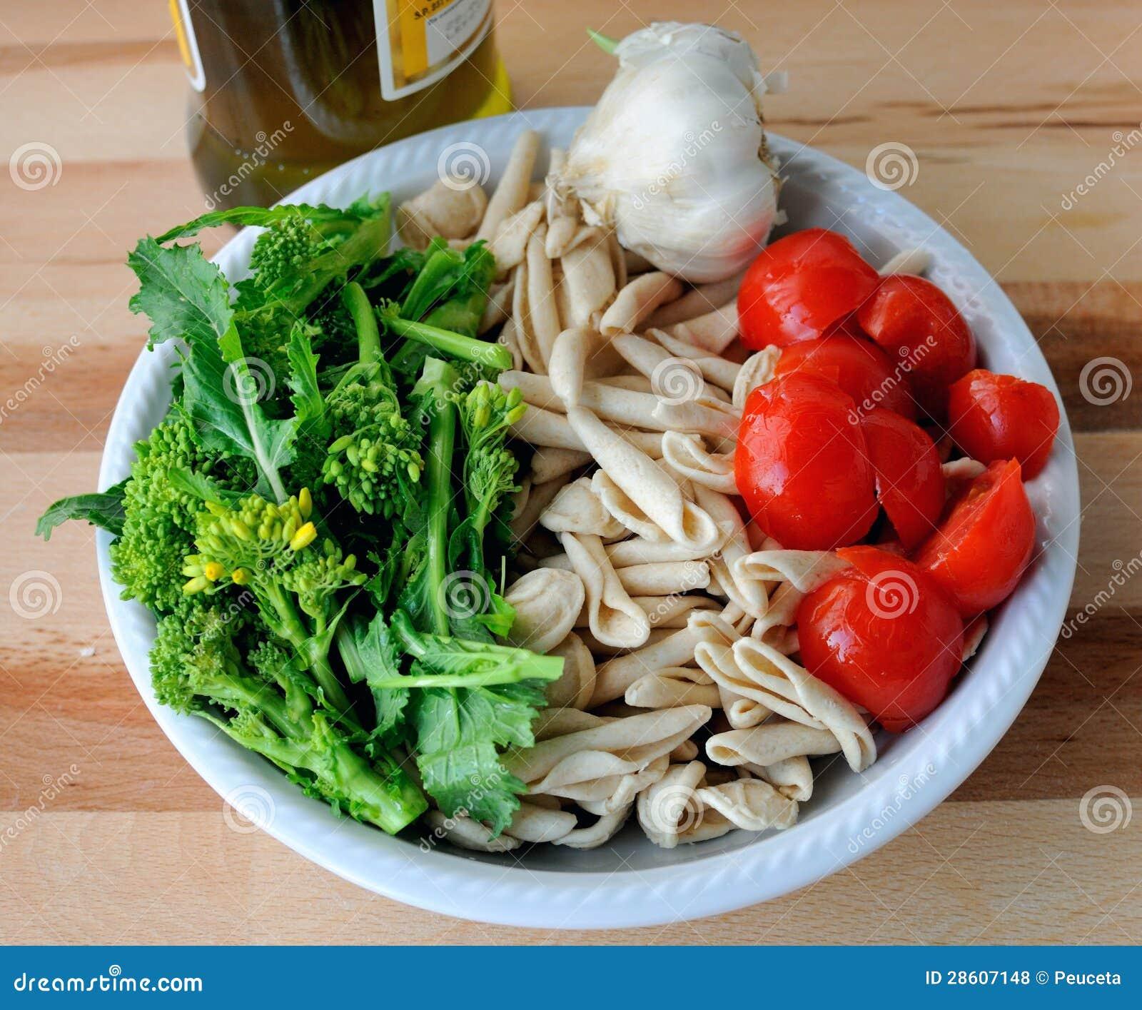 Immagini Stock Simili Di ` Cucina Italiana Orecchiette E Cime Di  #BC1E0F 1300 1166 Immagini Di Cucina E Soggiorno Insieme