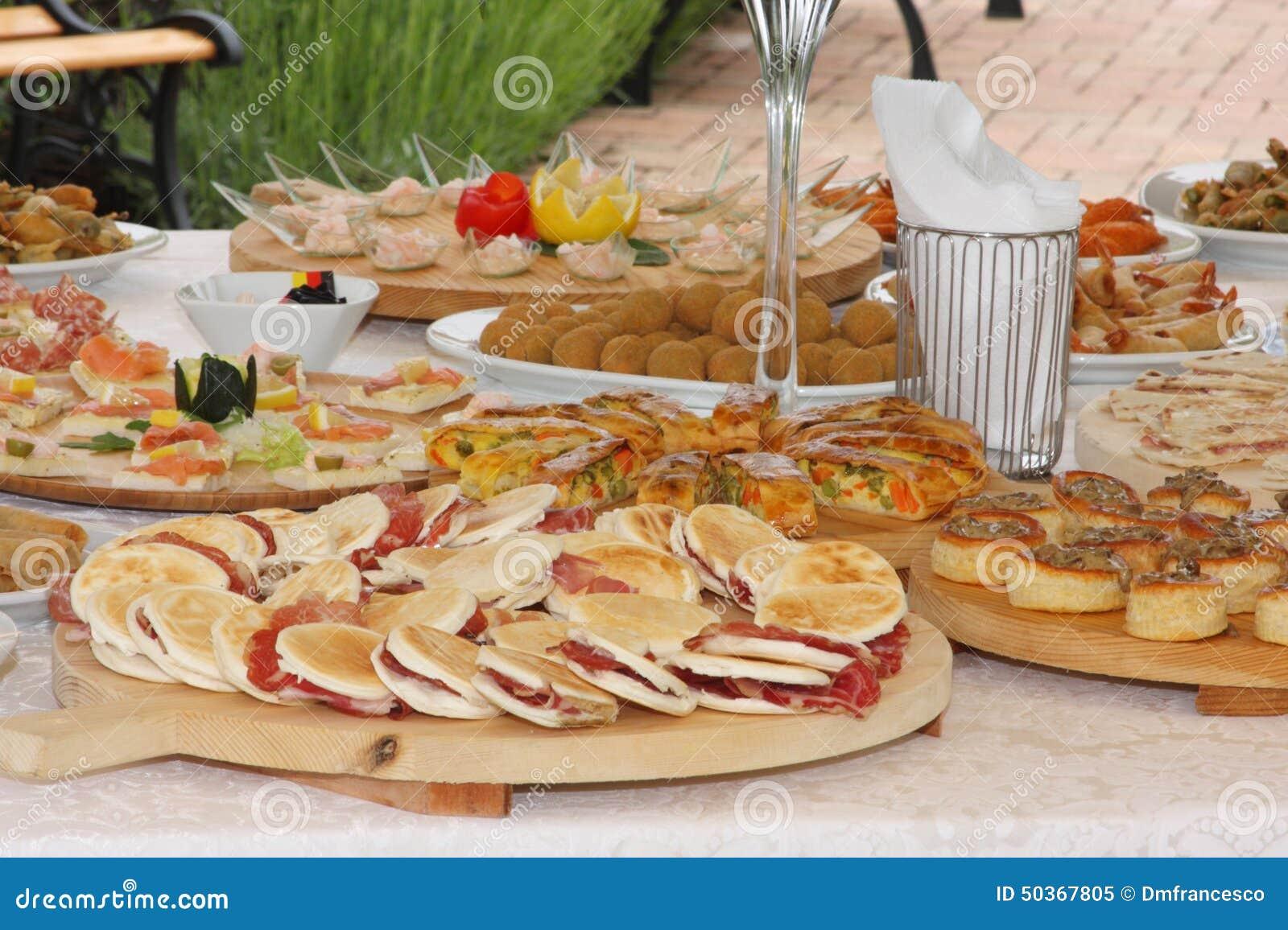 Cucina Italiana Tipica Della Cena Di Nozze Fotografia Stock Immagine  #B03A1B 1300 956 Foto Di Cucina Divertenti