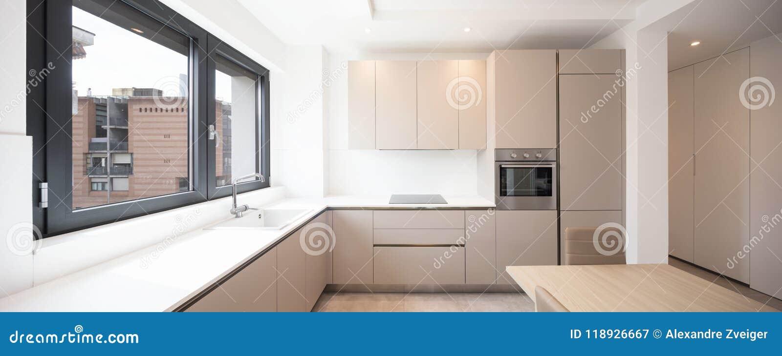 Cucina minima in un appartamento moderno