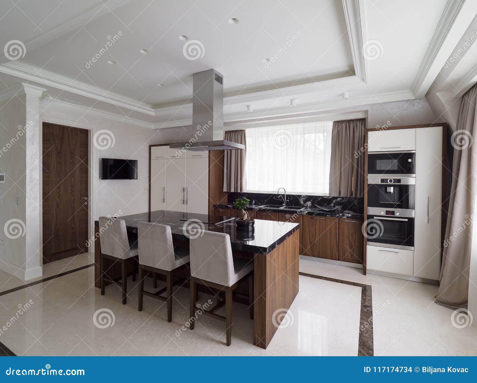 Cucina minimalista moderna con sala da pranzo fotografia for Cucina con sala da pranzo