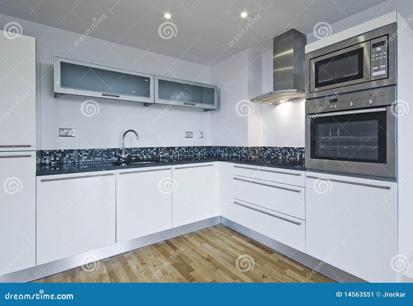 Cucina moderna immagine stock. Immagine di interno, dell - 14563551