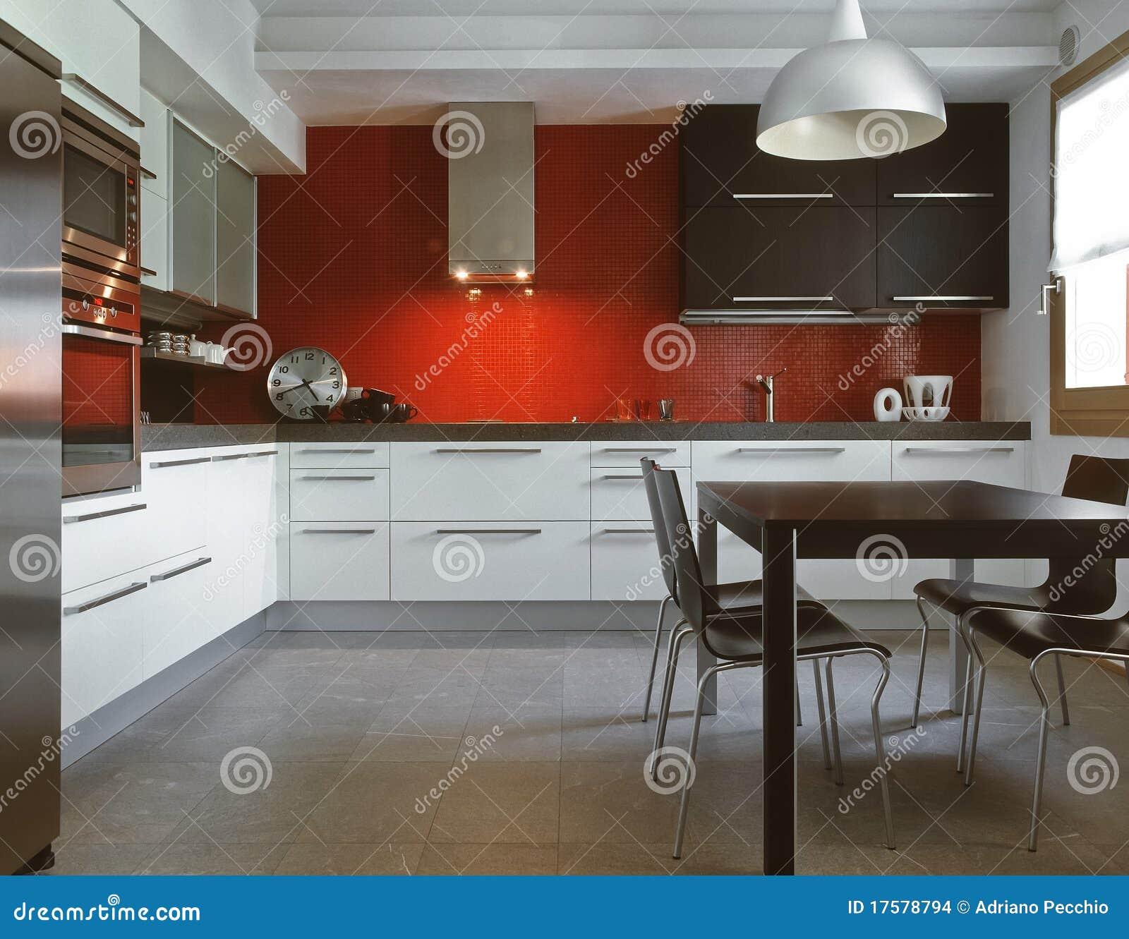 Cucina Moderna Rossa Foto Stock – 219 Cucina Moderna Rossa ...