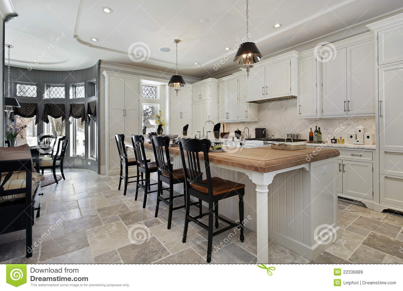 Cucina nella casa di lusso immagine stock. Immagine di ...