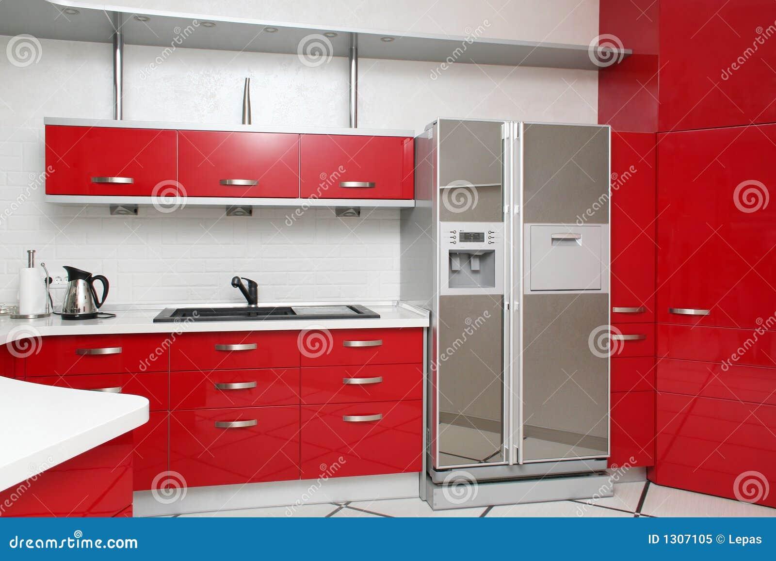 Cucina rossa fotografia stock libera da diritti immagine - Cucina laccata rossa ...