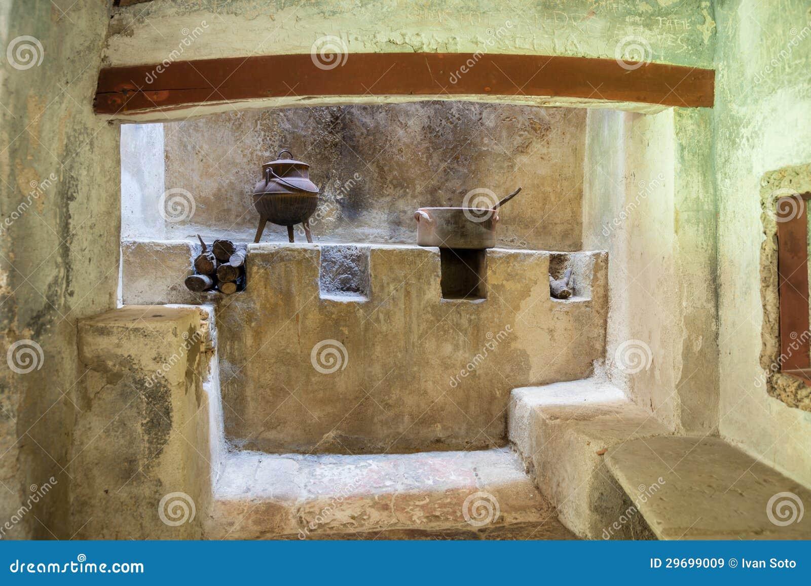 Cucina Rustica Medievale Con Il Camino Immagine Stock - Immagine ...