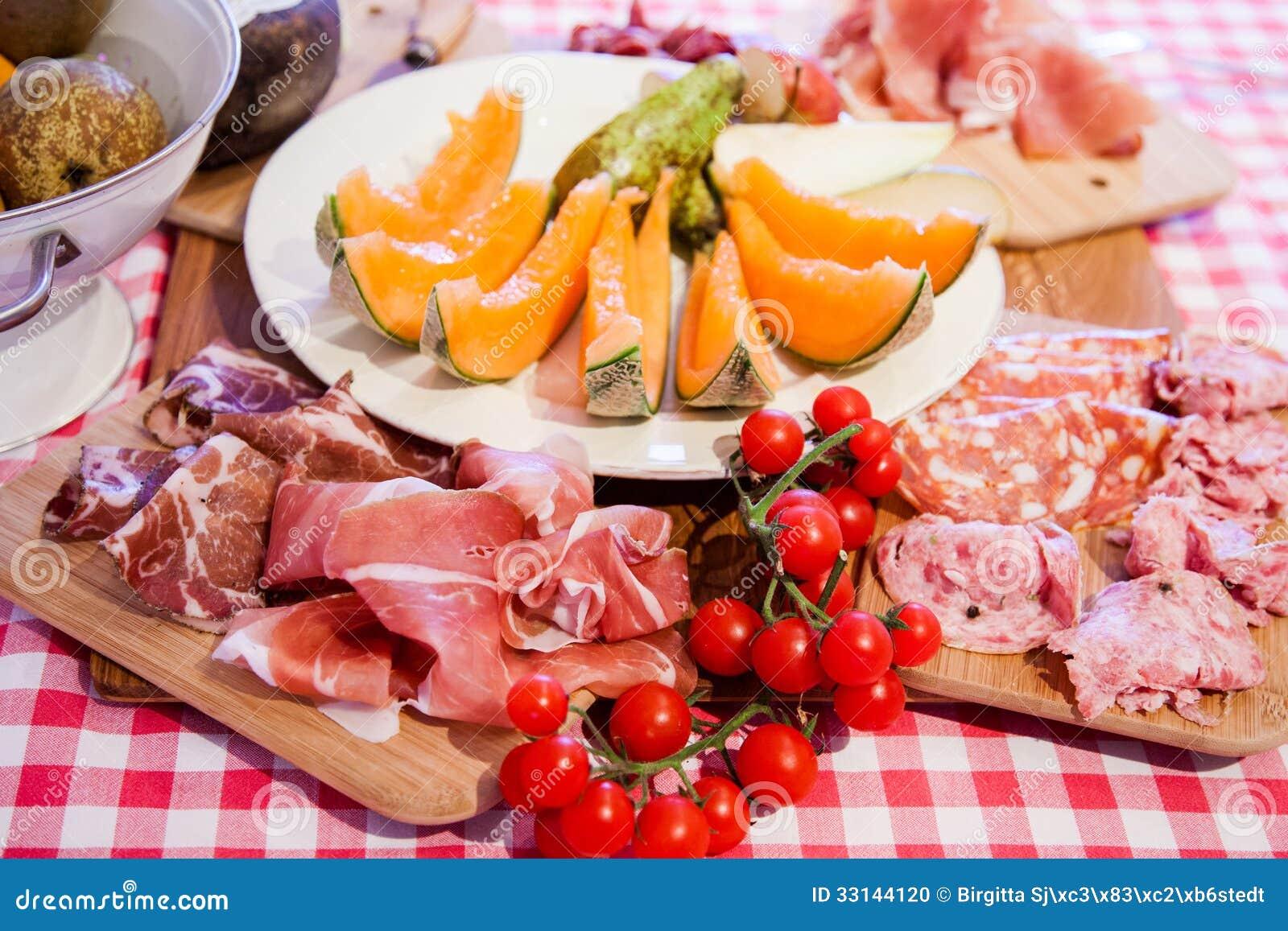 Cucina tipica della toscana con il prosciutto di parma il