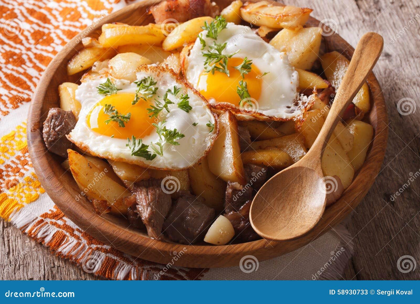 cucina tirolese: patate fritte con carne ed il primo piano delle ... - Cucine Tirolesi