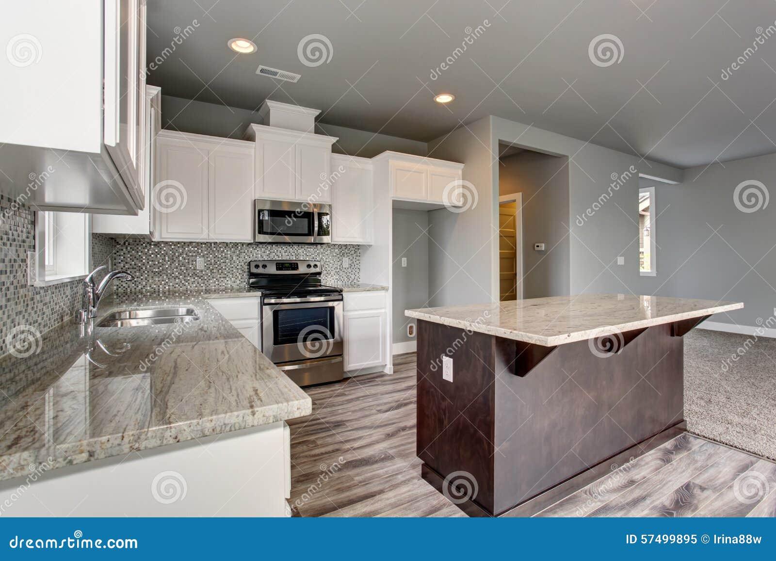 Creativo soffitto lampada - Parete grigia soggiorno ...
