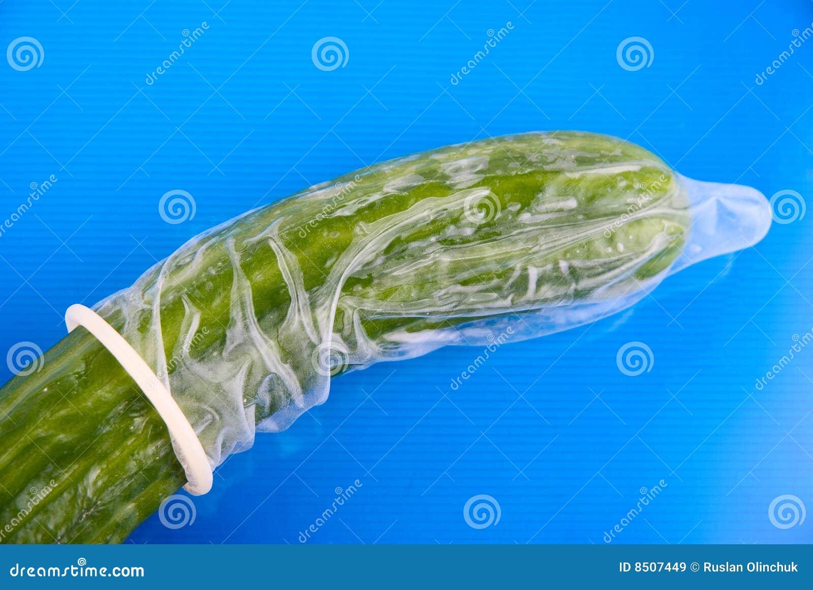 Презерватив на огурец 3 фотография