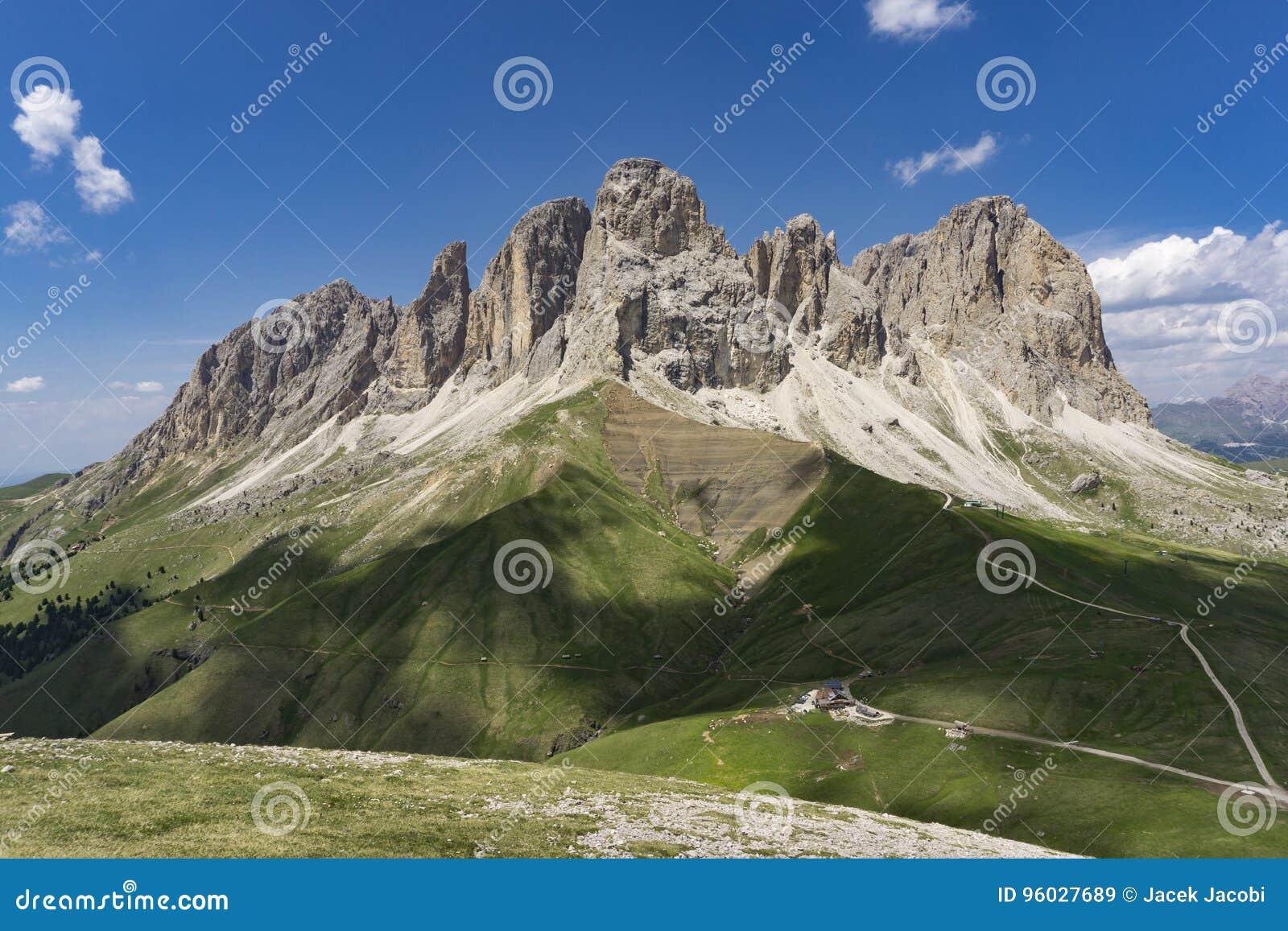 Cudowny lato widok Sassolungo dolomity Włochy
