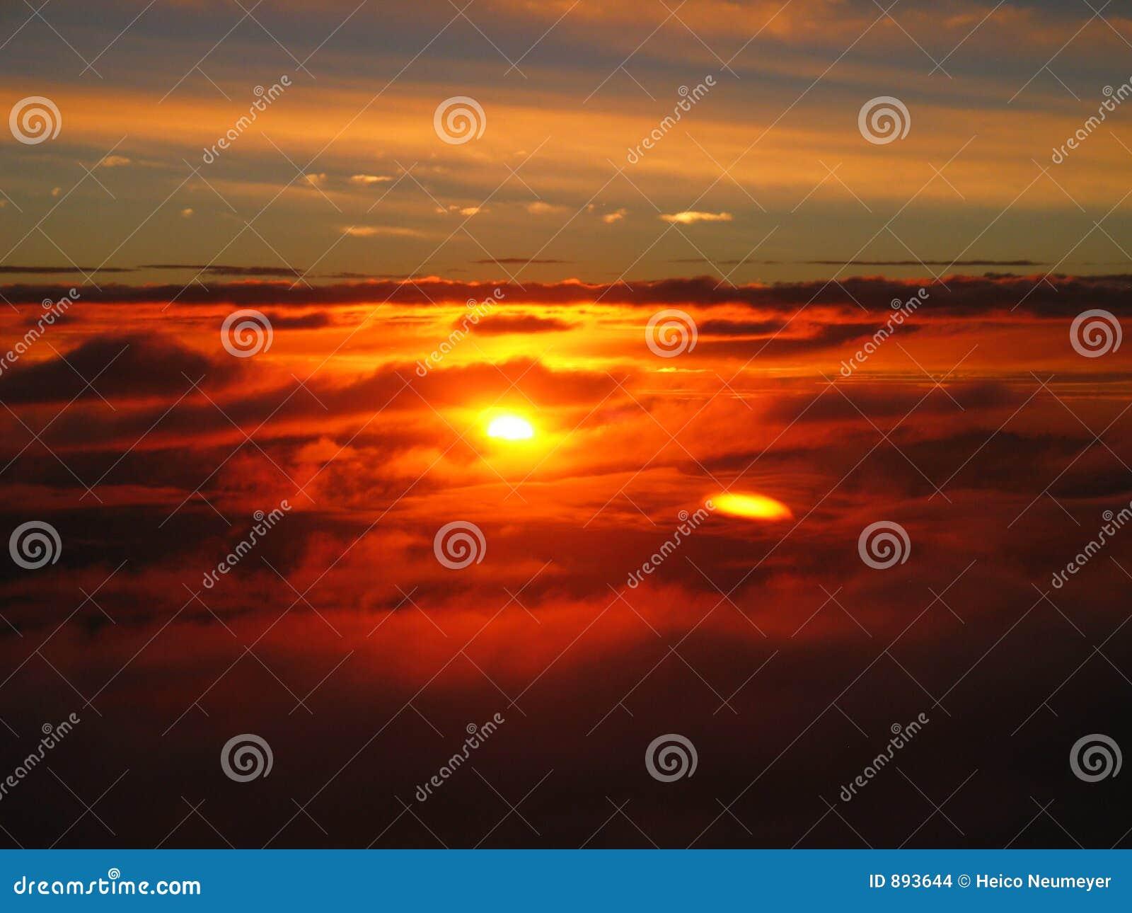 Cudowny skyscape słońca