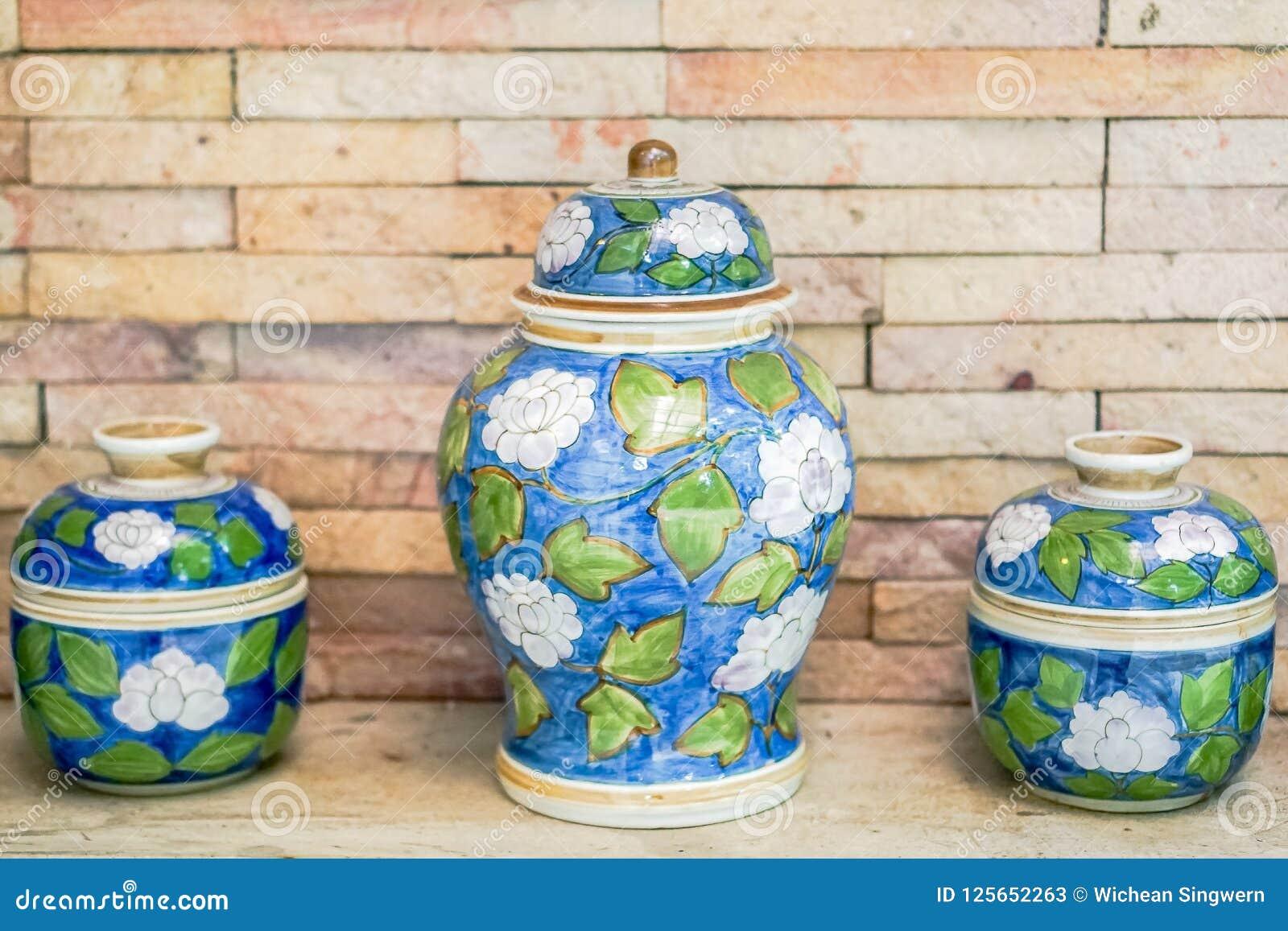Cuenco antiguo de la porcelana del primer, artista de la porcelana