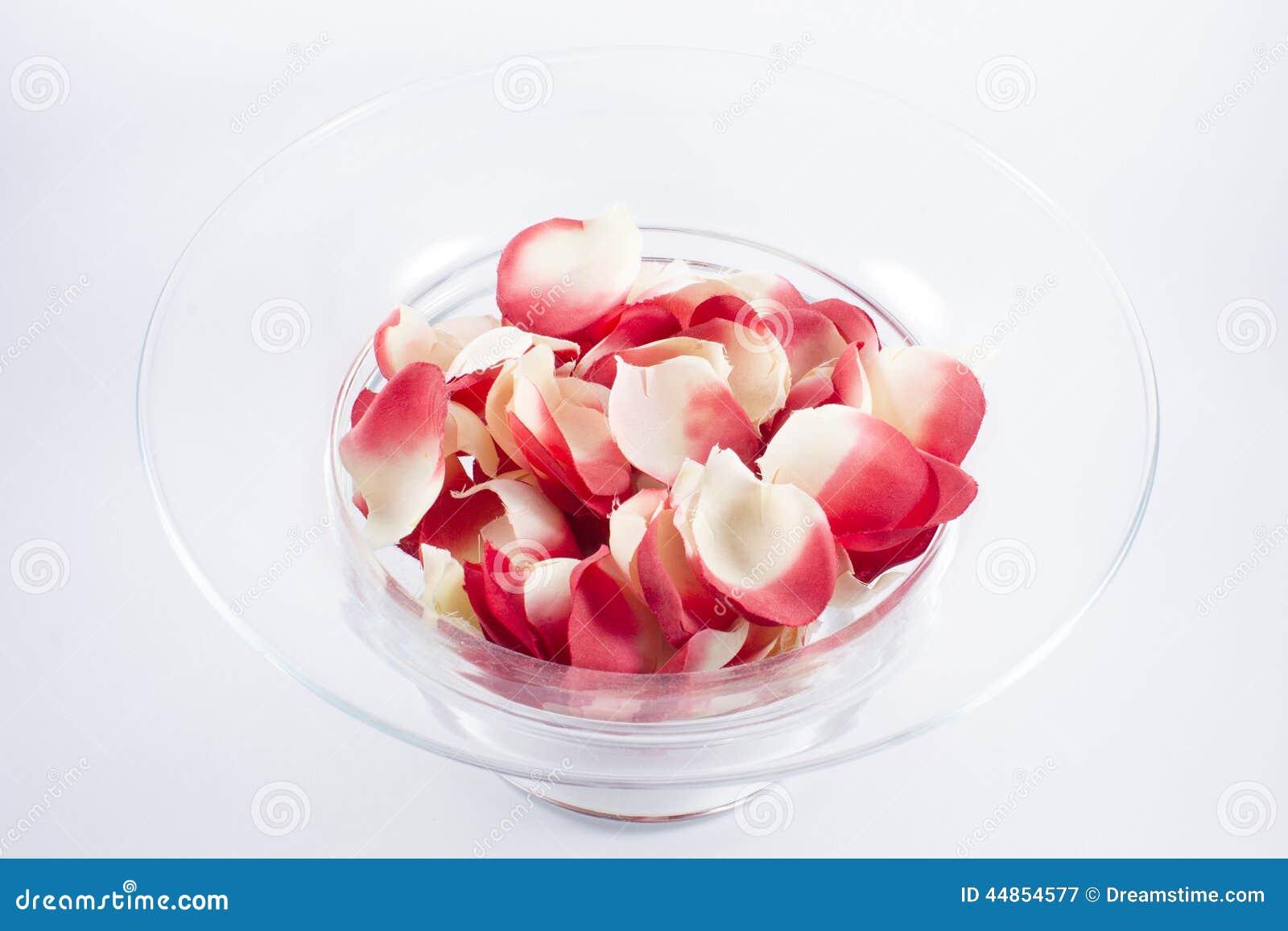 Download Cuenco Por Completo De Pétalos Color De Rosa Imagen de archivo - Imagen de celebre, flor: 44854577