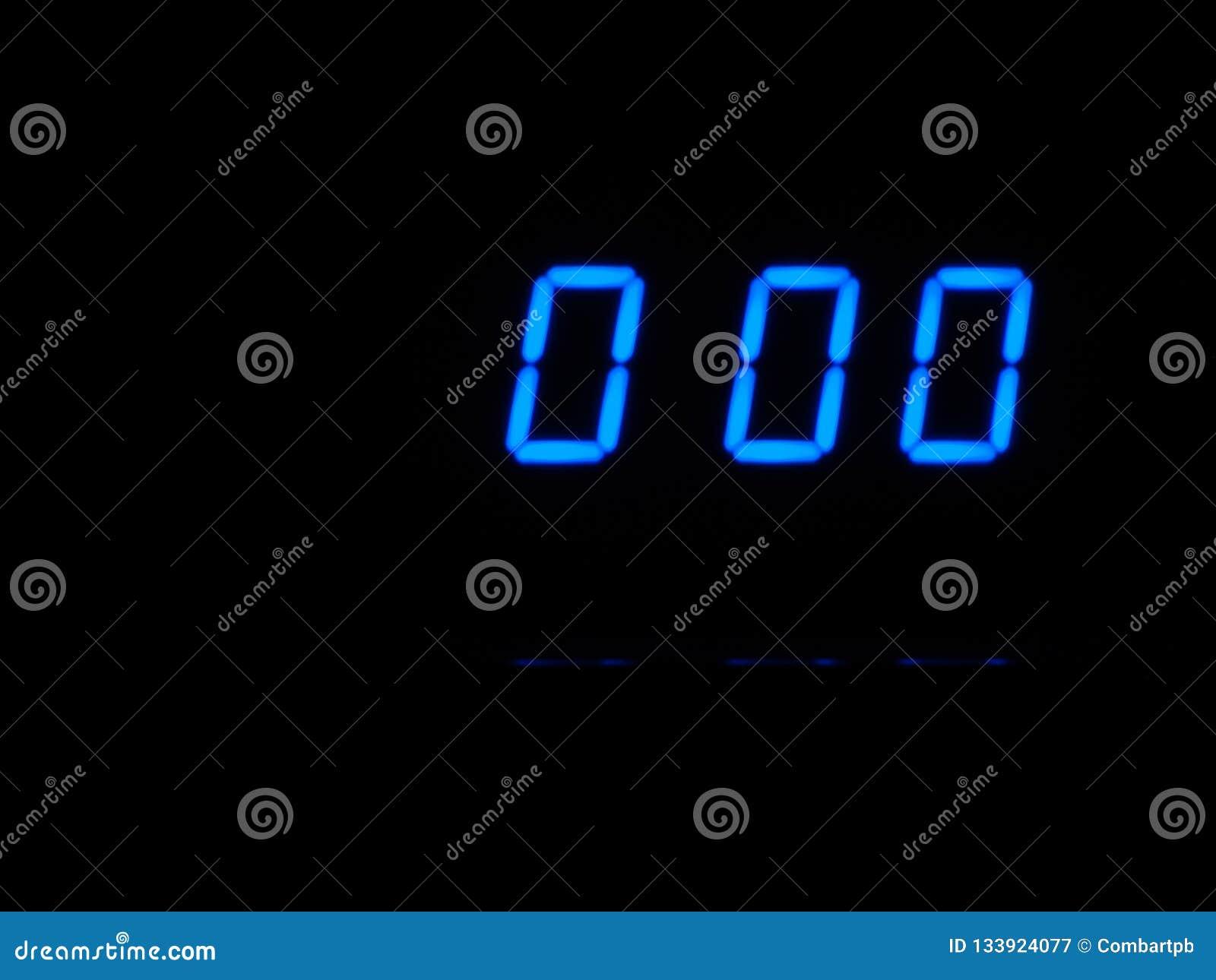 Cuenta descendiente de Digitaces en las figuras cero, azules en blackground negro Contador de tiempo, minutos