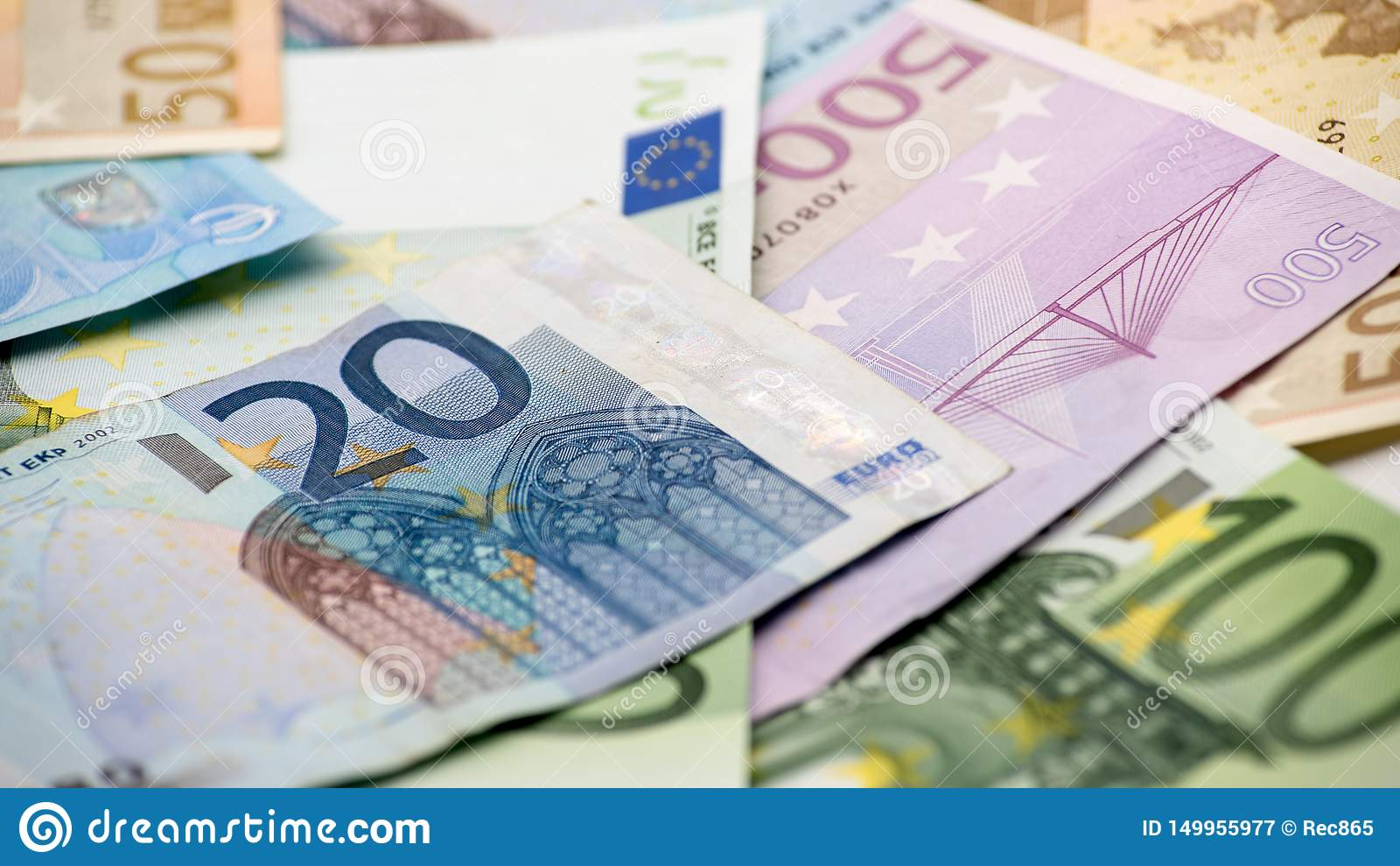 Cuentas de los euros de diversos valores Cuenta euro de veinte sobre otros cuentas